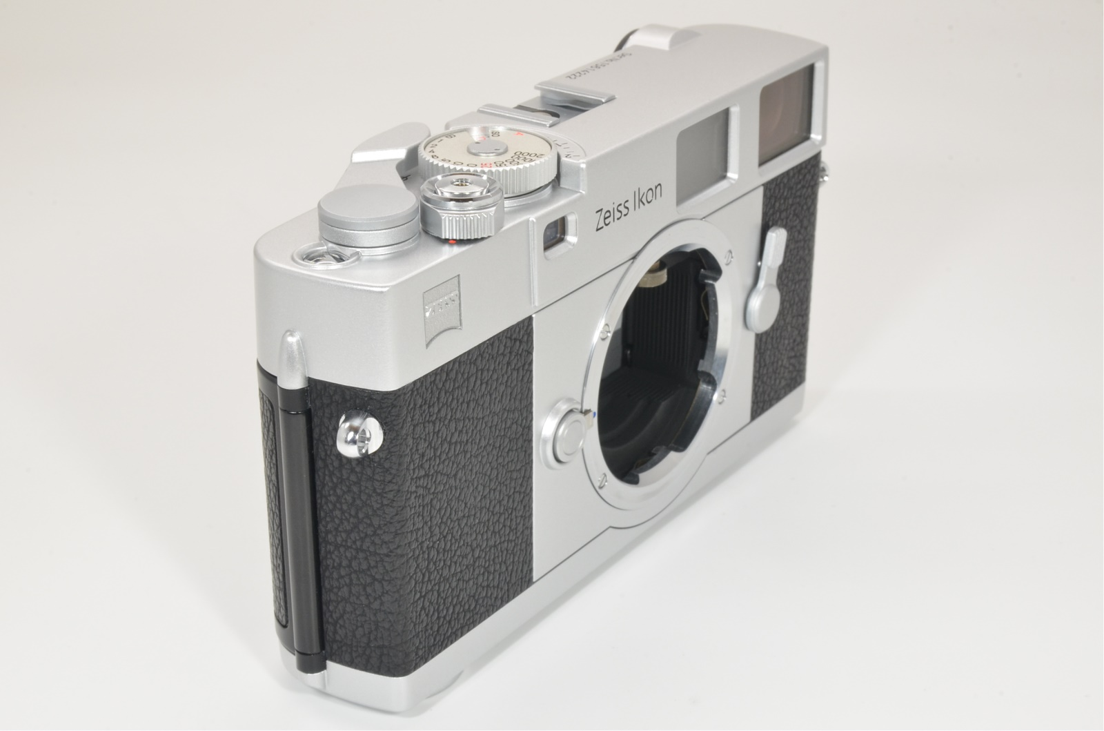 zeiss ikon zm film camera silver recently cla'd by cosina shooting tested