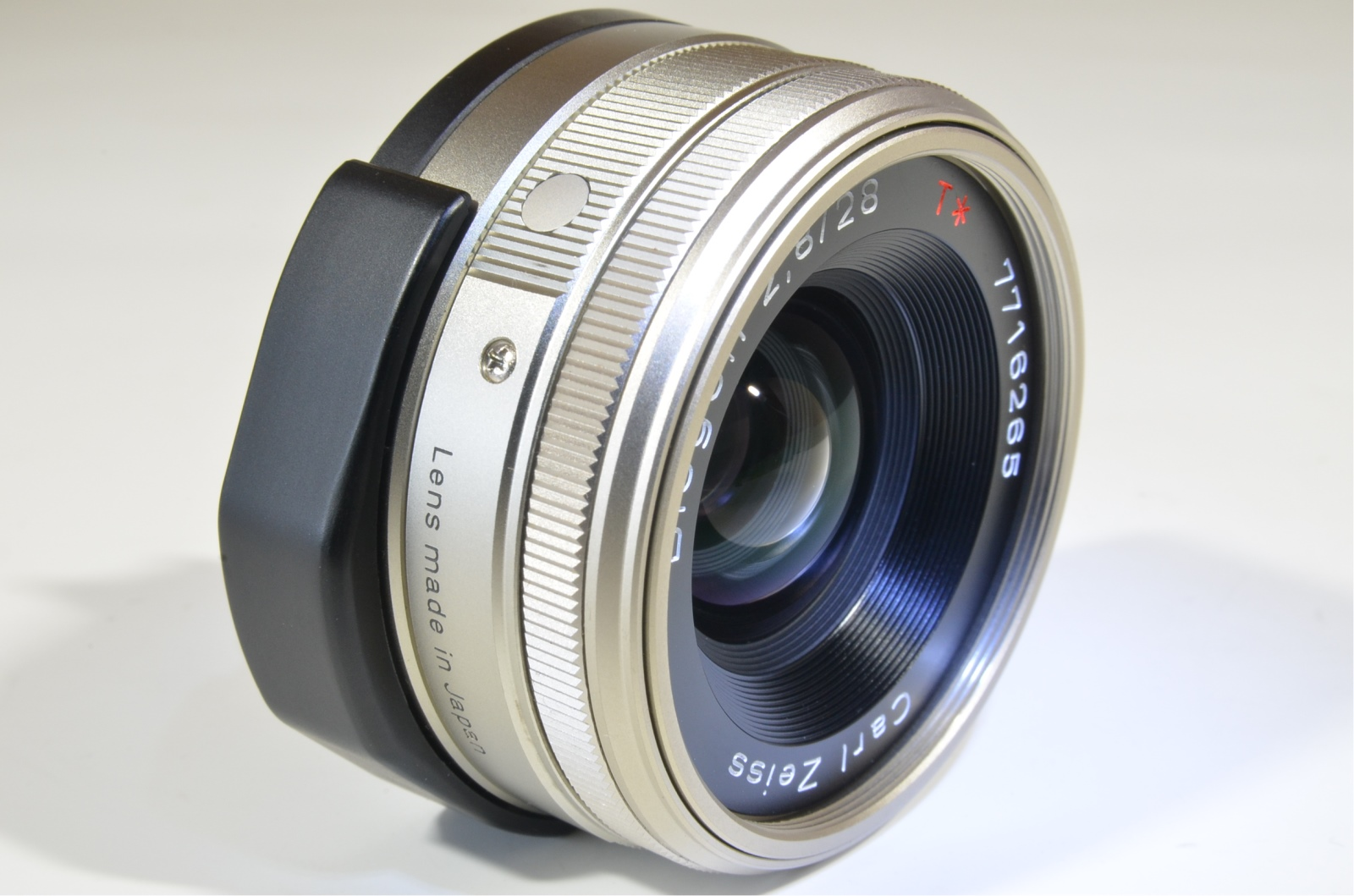 contax carl zeiss t* biogon 28mm f2.8 g lens