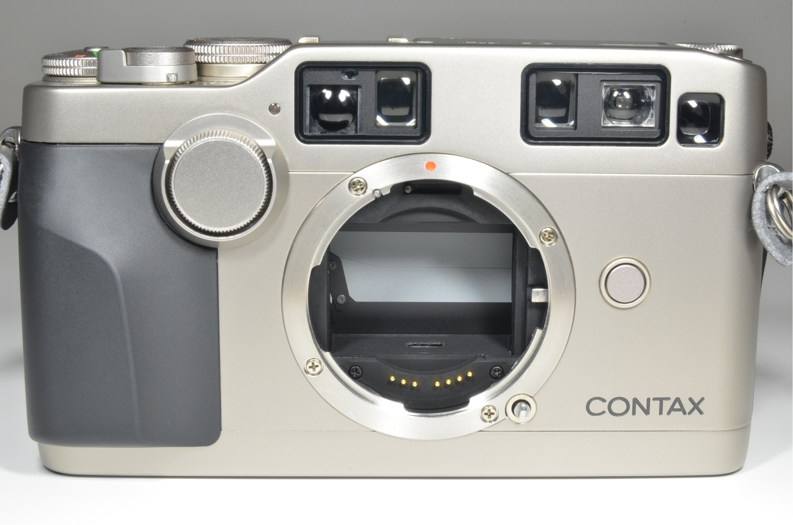 contax g2 35mm rangefinder film camera with planar 45mm f2