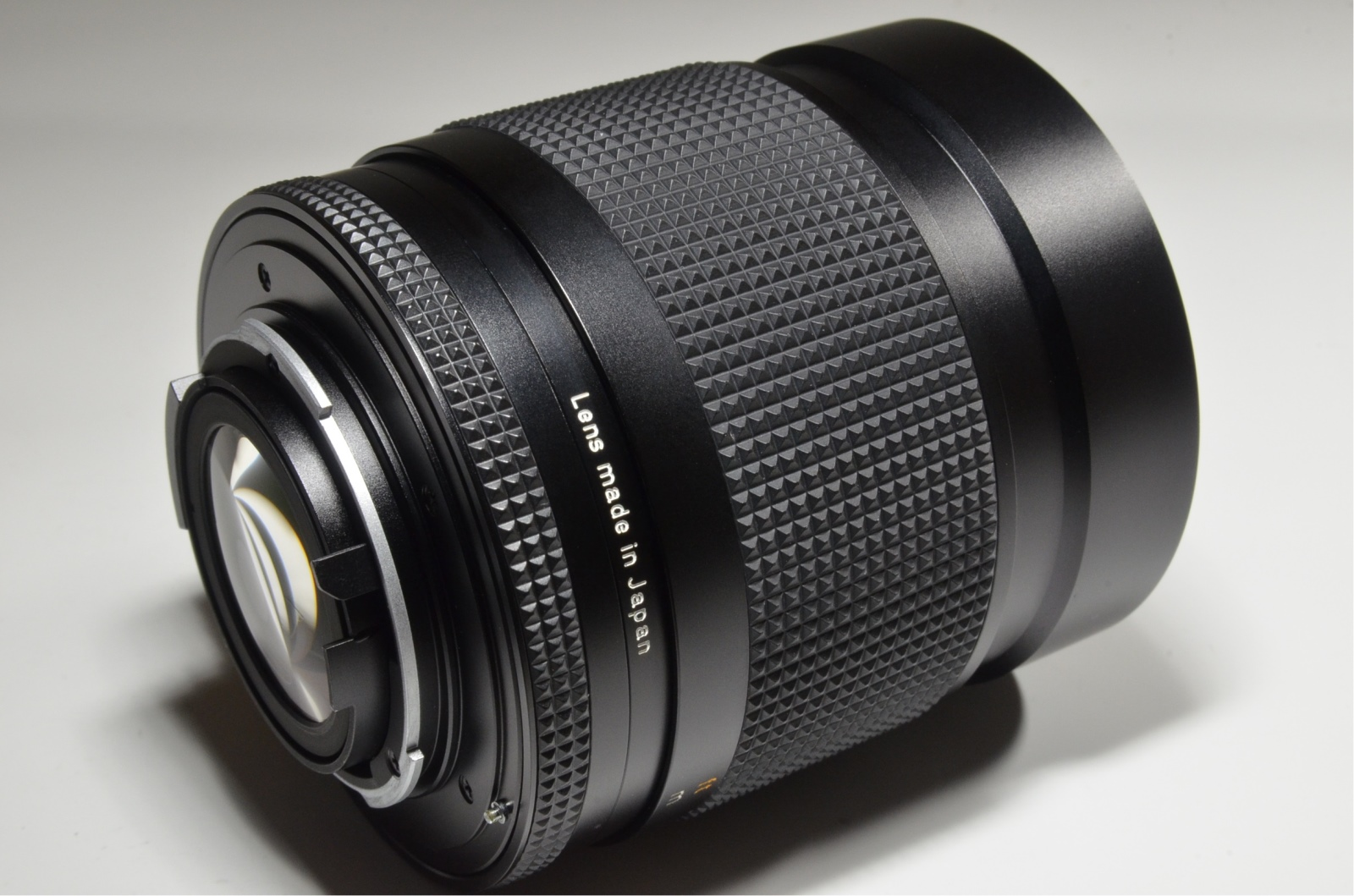 contax carl zeiss distagon t* 35mm f1.4 mmj with soft hood