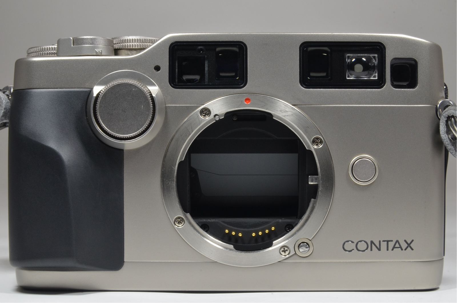 contax g2 boxed with planar 45mm f2, biogon 28mm f2.8, sonnar 90mm f2.8, tla200