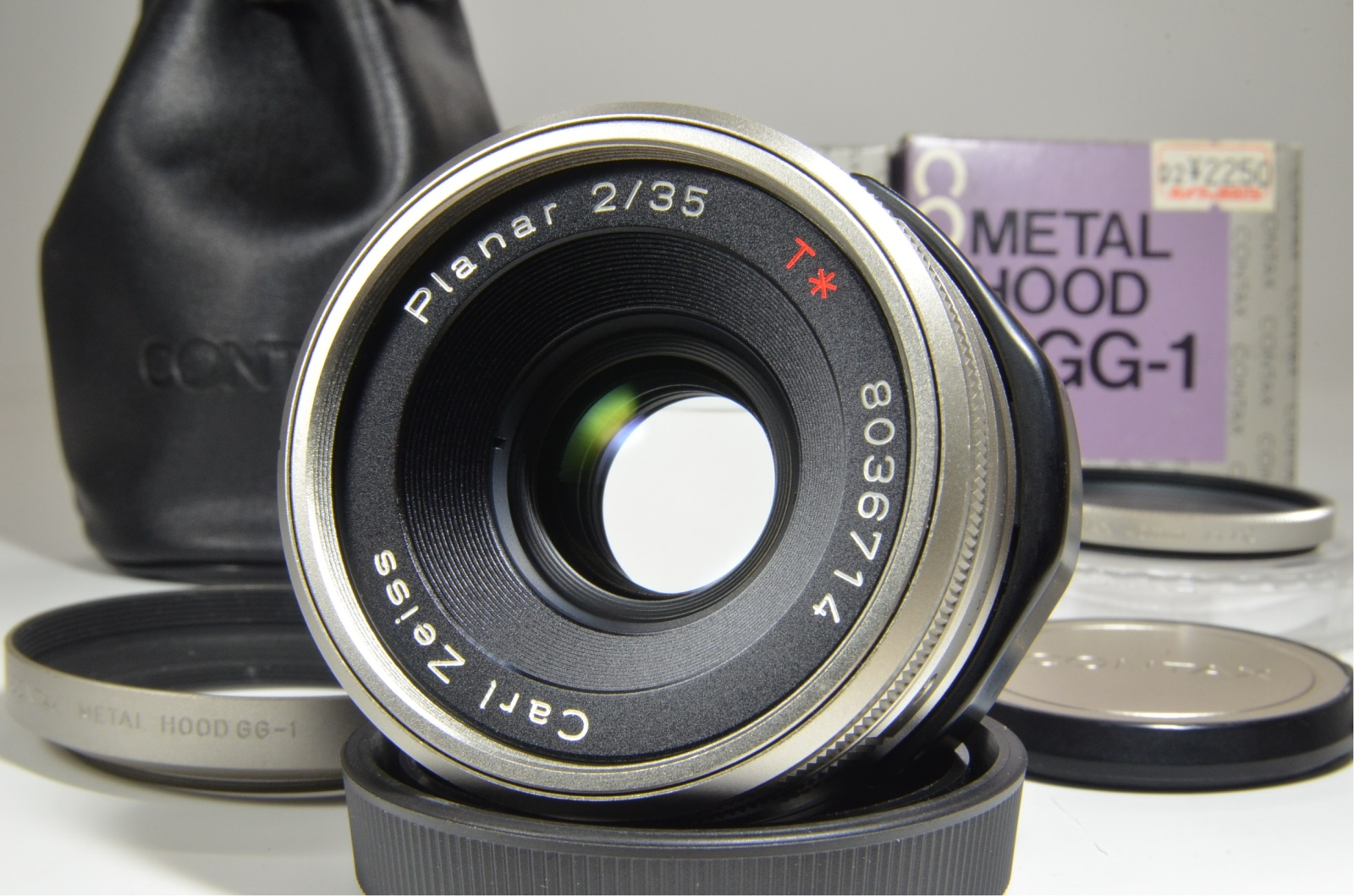 contax carl zeiss planar t* 35mm f2 for g2 with lens hood and filter