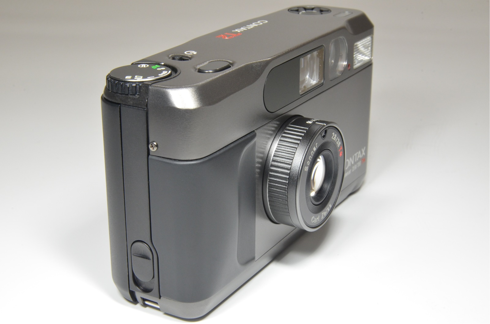 contax t2 titanium black point & shoot 35mm film camera