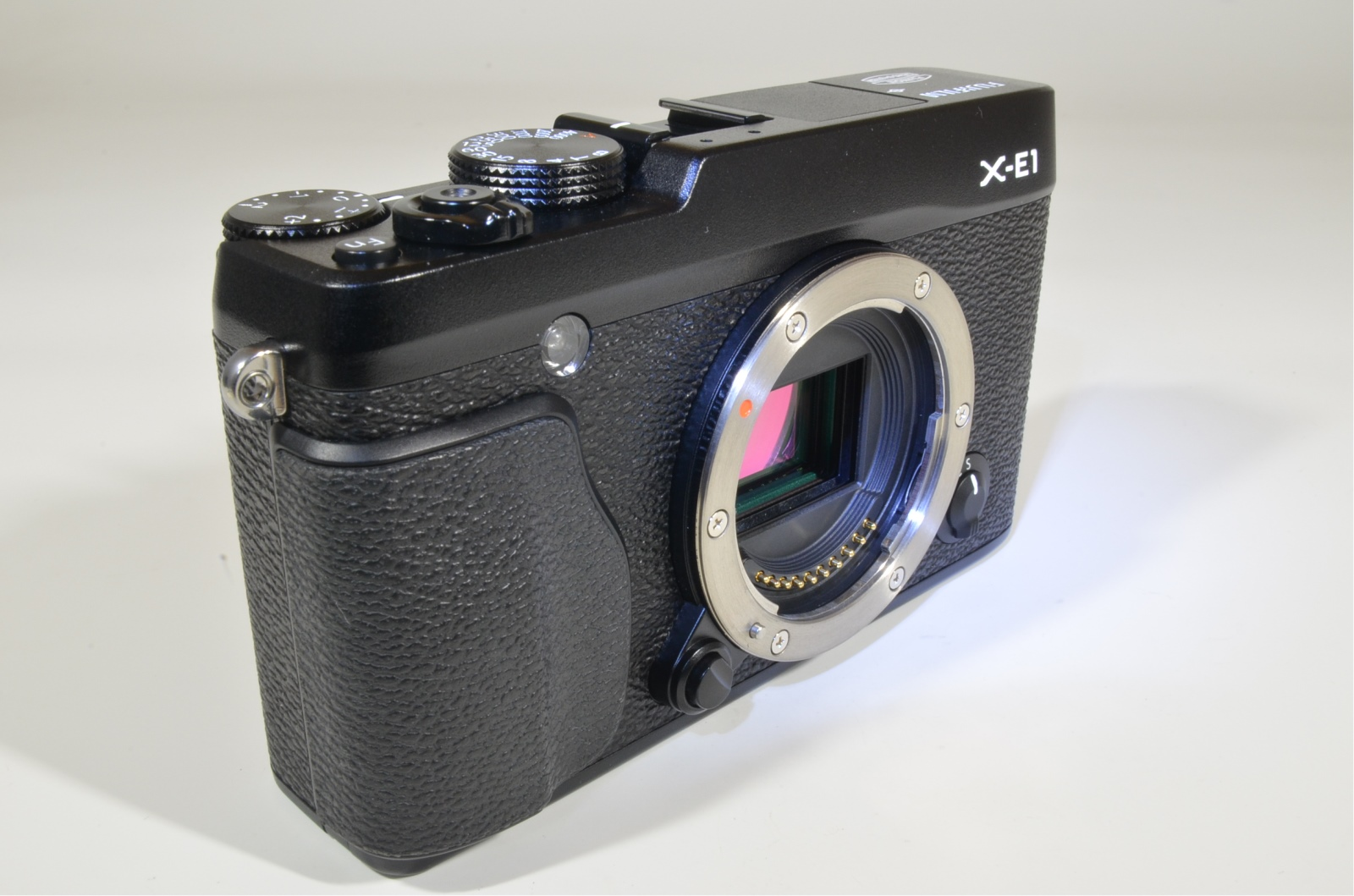 fujifilm x-e1 with xf18-55mm f2.8-4 r ois digital camera