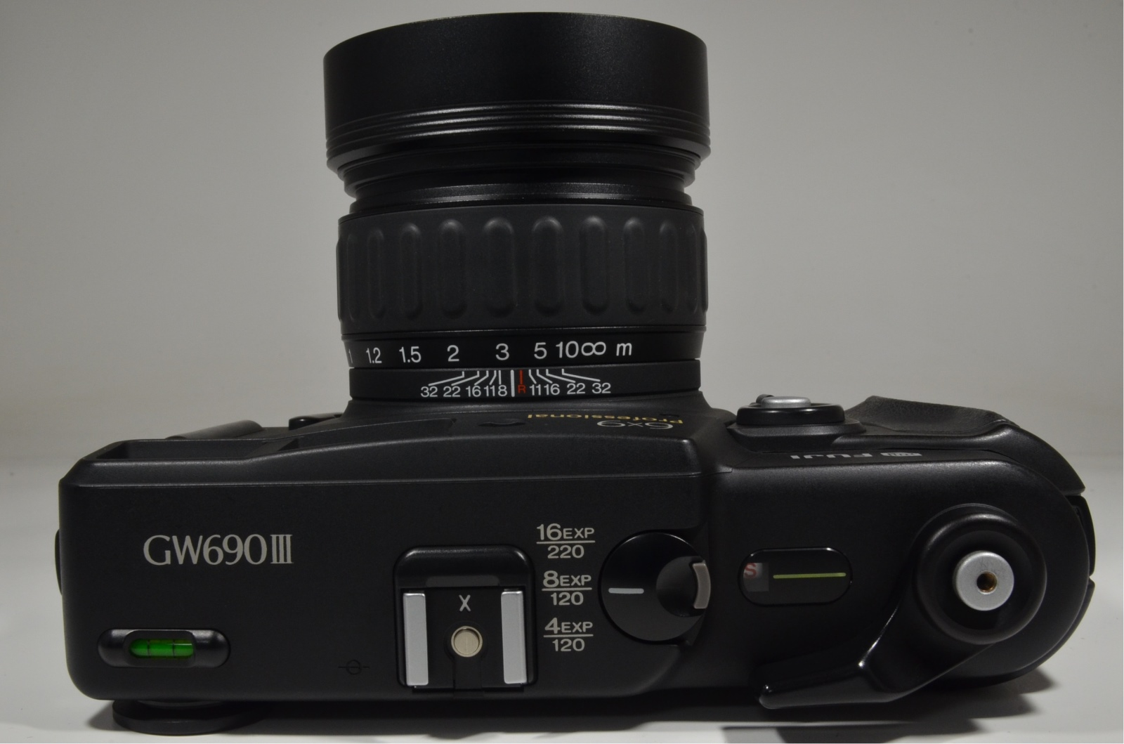 fujifilm gw690iii professional ebc 90mm f3.5 with flash sunpak auto 3075g