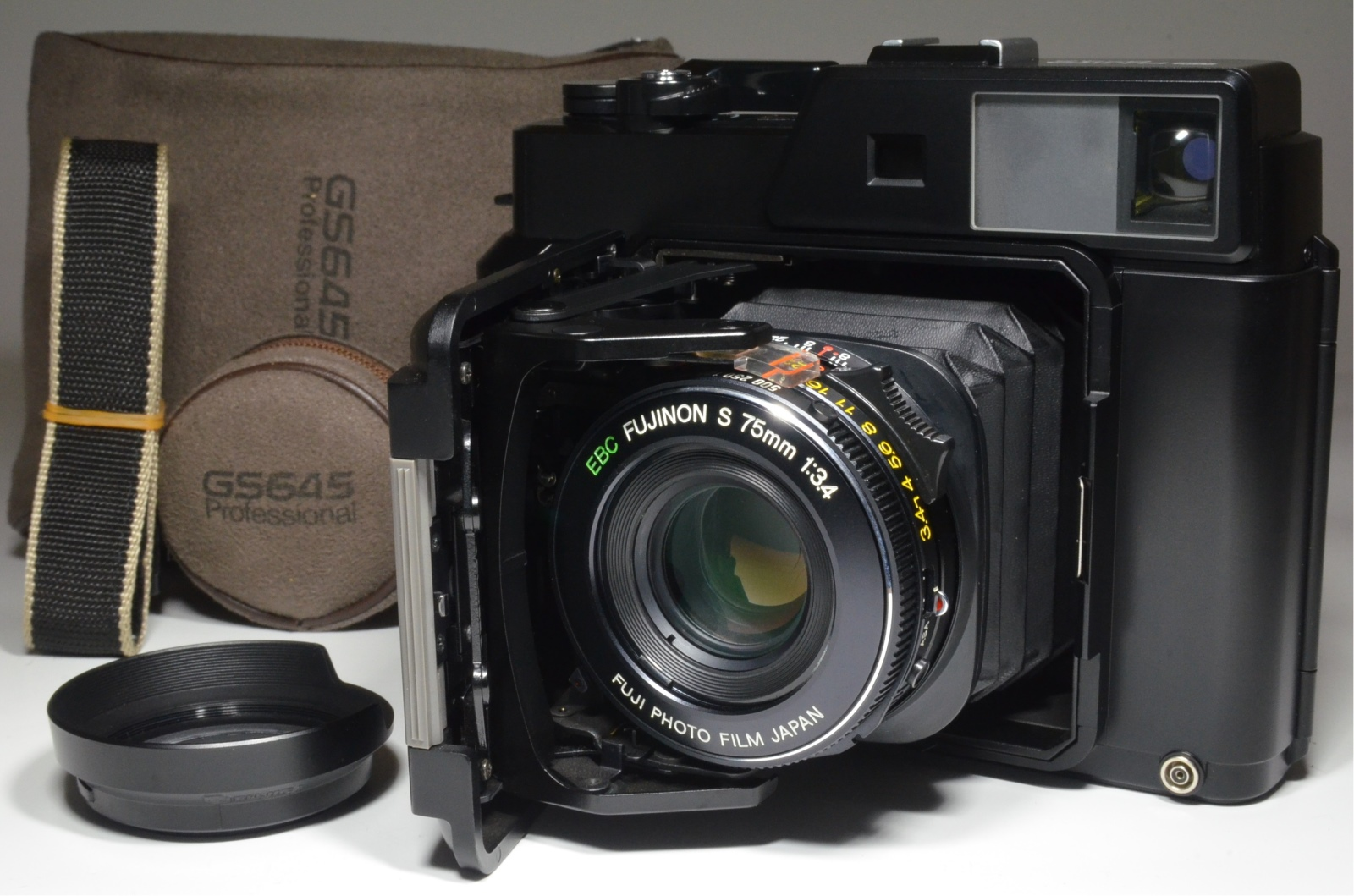 fujifilm fujica gs645 pro fujinon 75mm f3.4 medium format film camera
