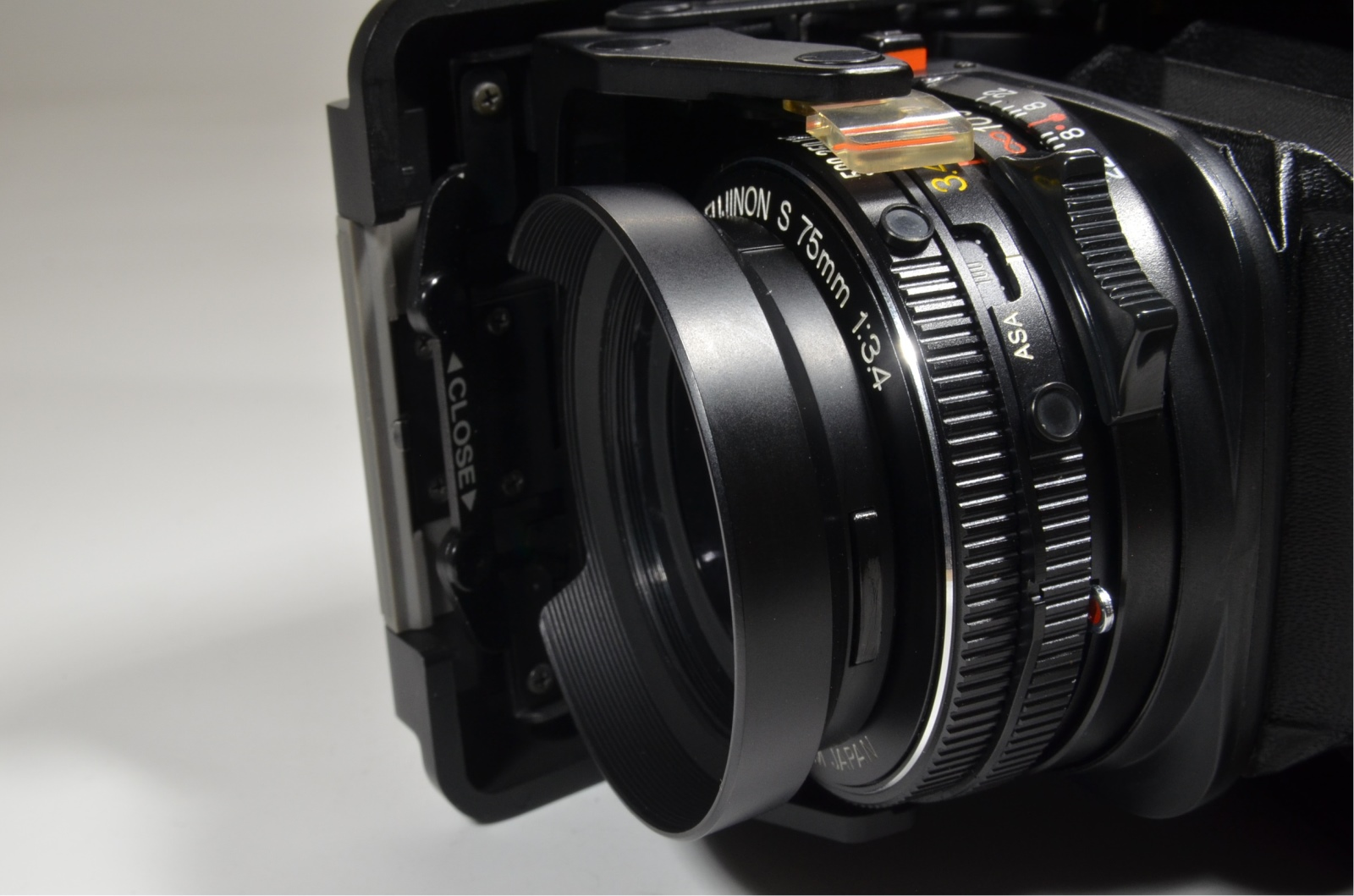 fujifilm fujica gs645 75mm f3.4 with gs bracket grip and lens hood
