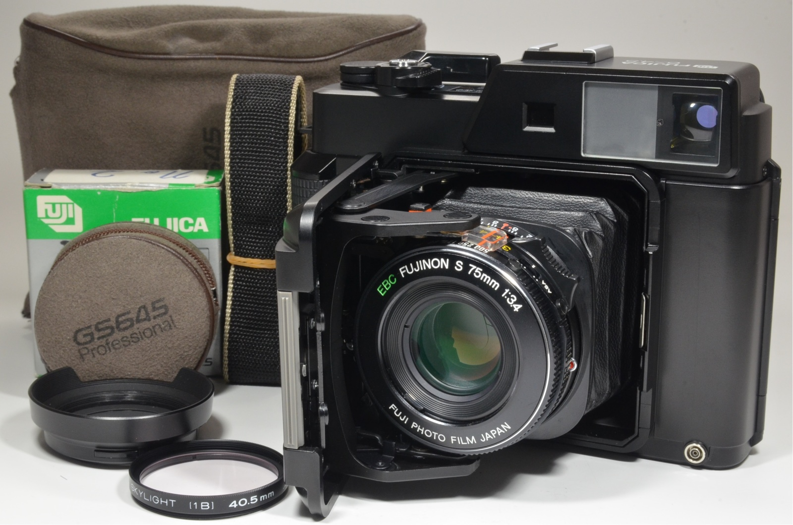 fujifilm fujica gs645 75mm f3.4 with lens hood and filter
