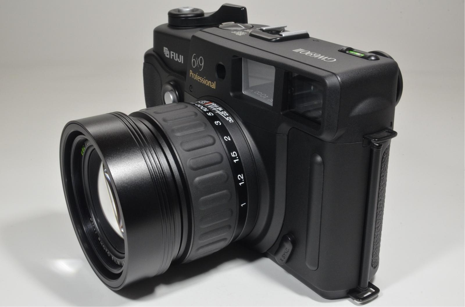 fuji fujifilm gw690iii 90mm f3.5 medium format count only '061'
