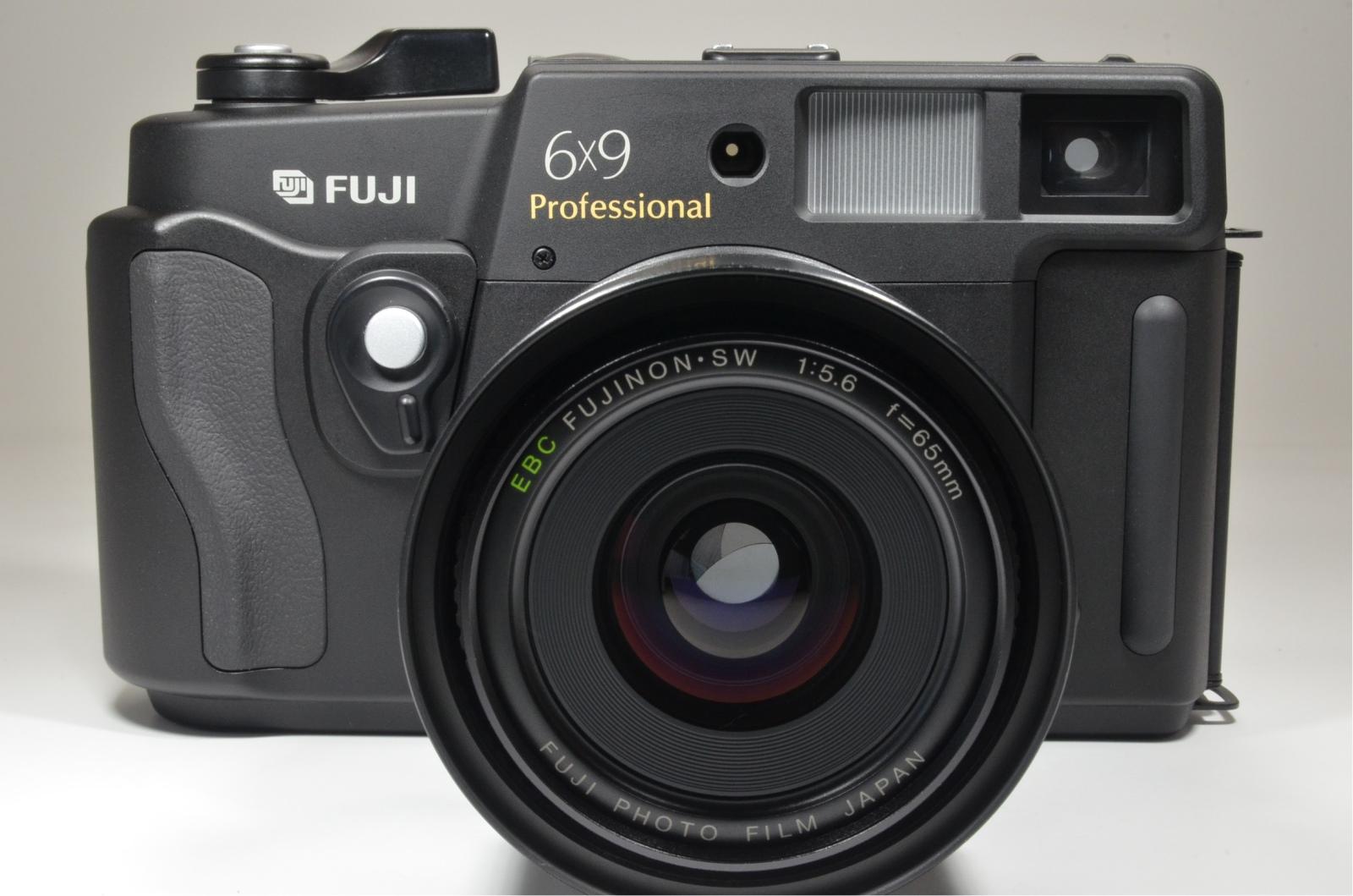 fuji fujifilm gsw690iii 65mm f5.6 count '132' medium format camera
