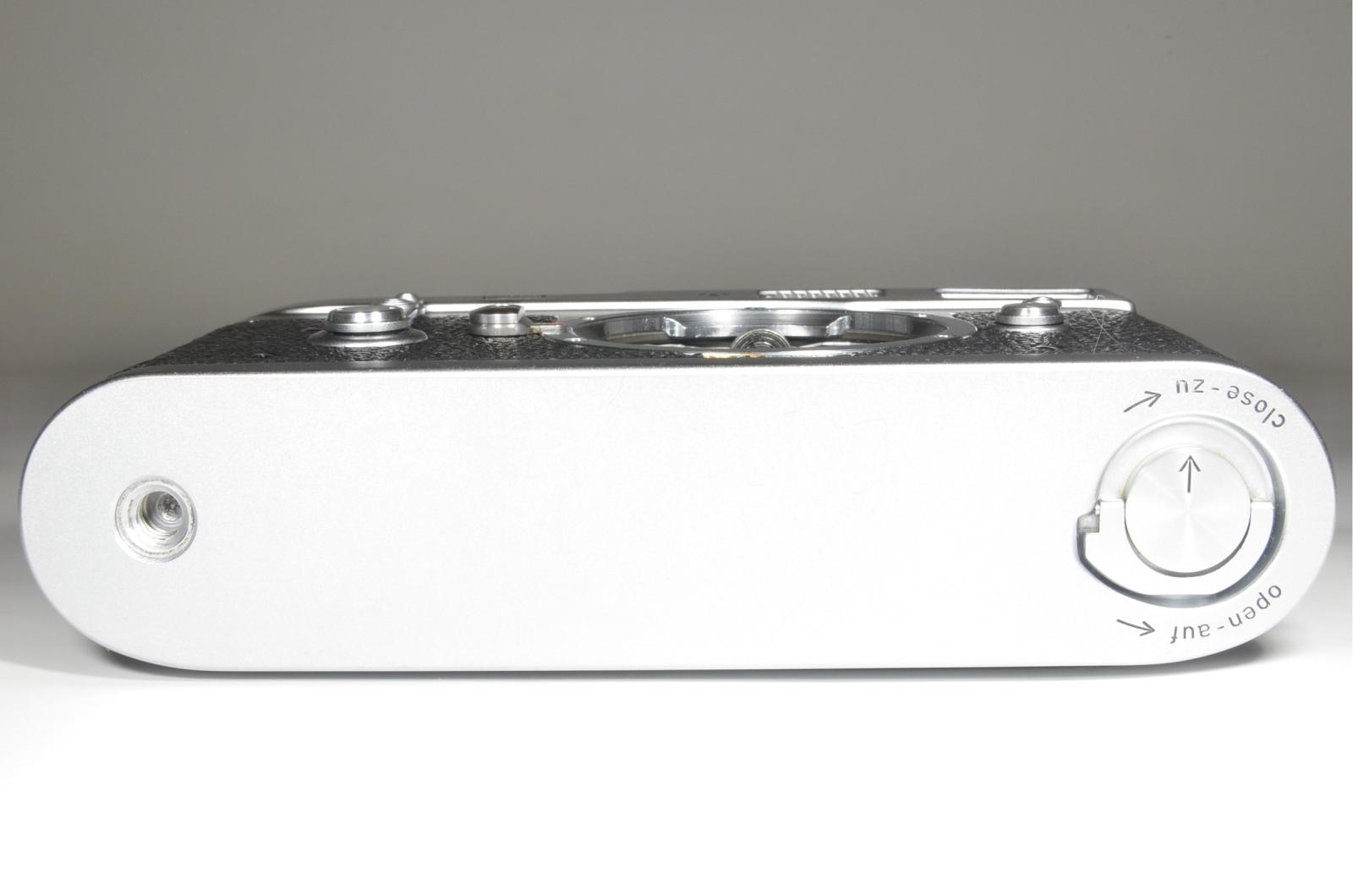 leica m2 35mm rangefinder film camera s/n 1051544 self timer