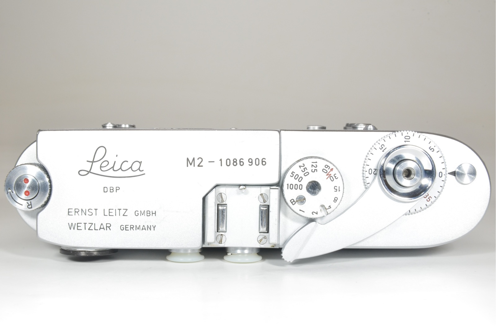 leica m2 self timer rangefinder film camera s/n 1086906 year 1963