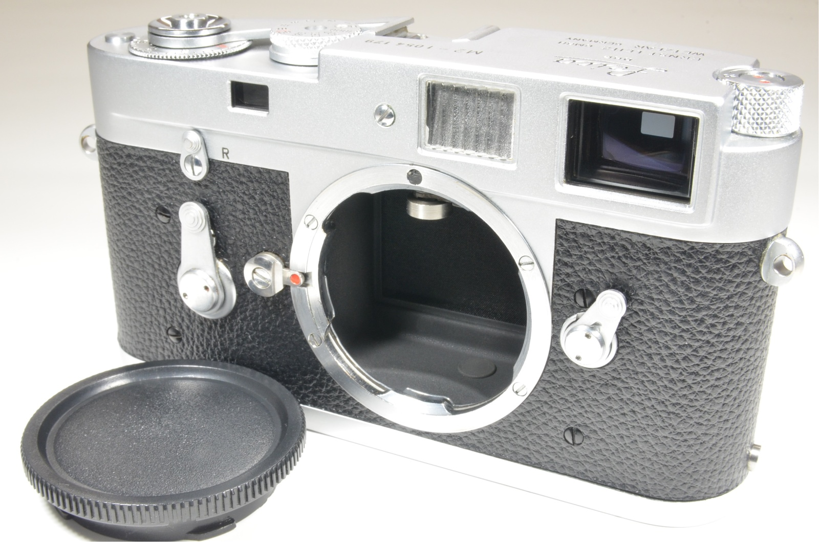 leica m2 self timer rangefinder film camera s/n 1054179 year 1962