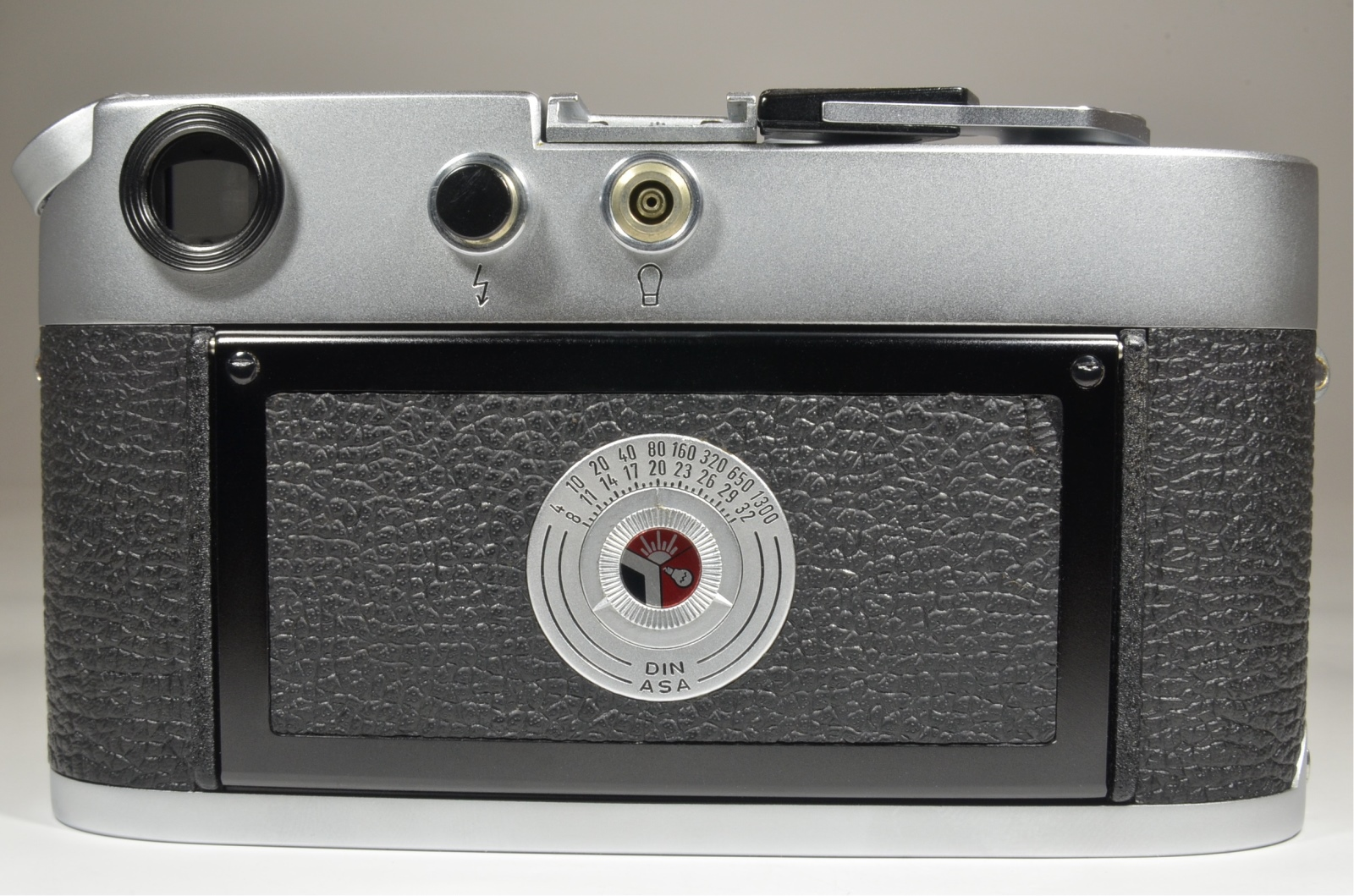 leica m4 35mm rangefinder film camera s/n 1230551 year 1969 with strap