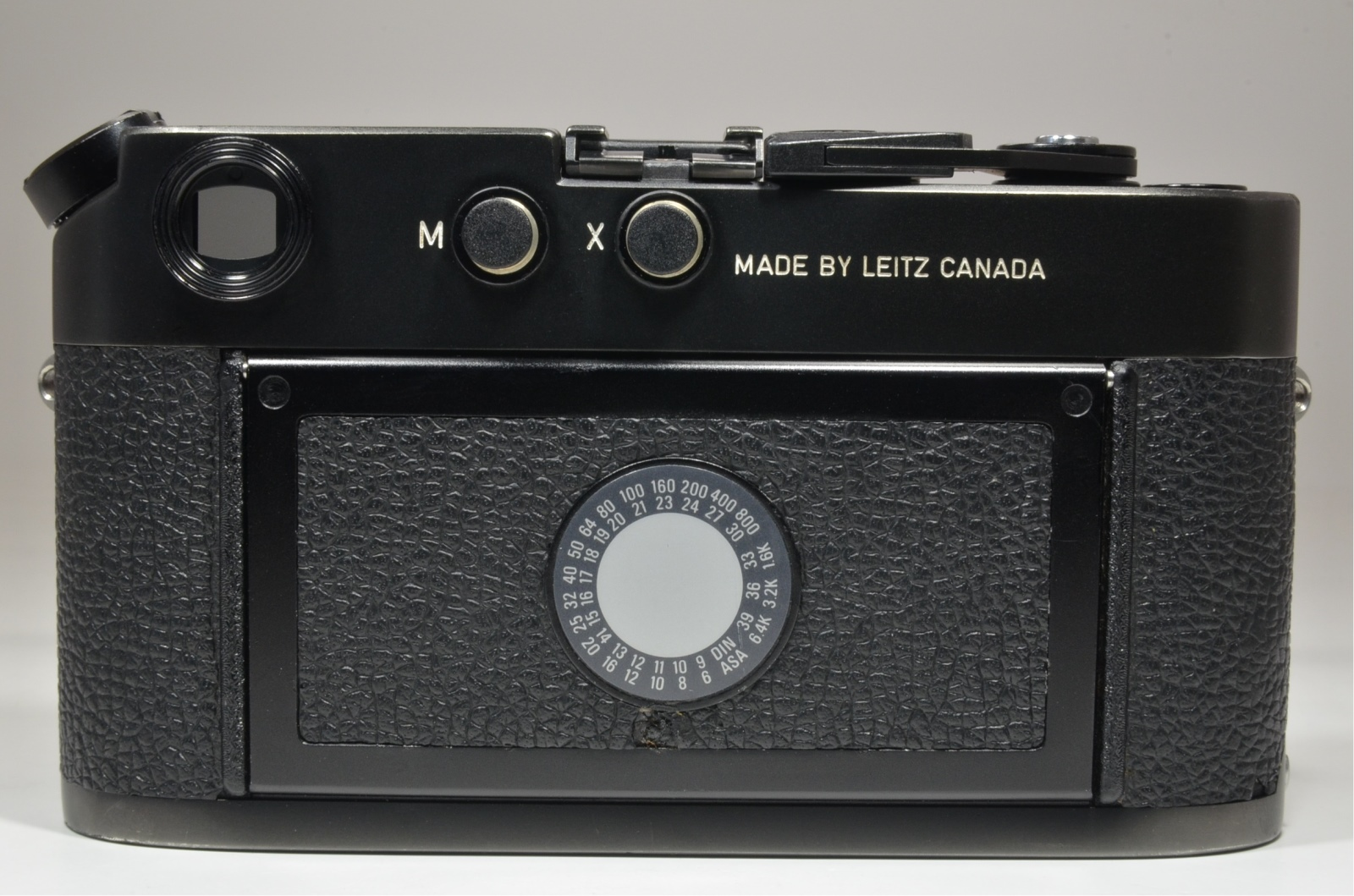 leica m4-p black 35mm rangefinder film camera s/n *1552782 with strap