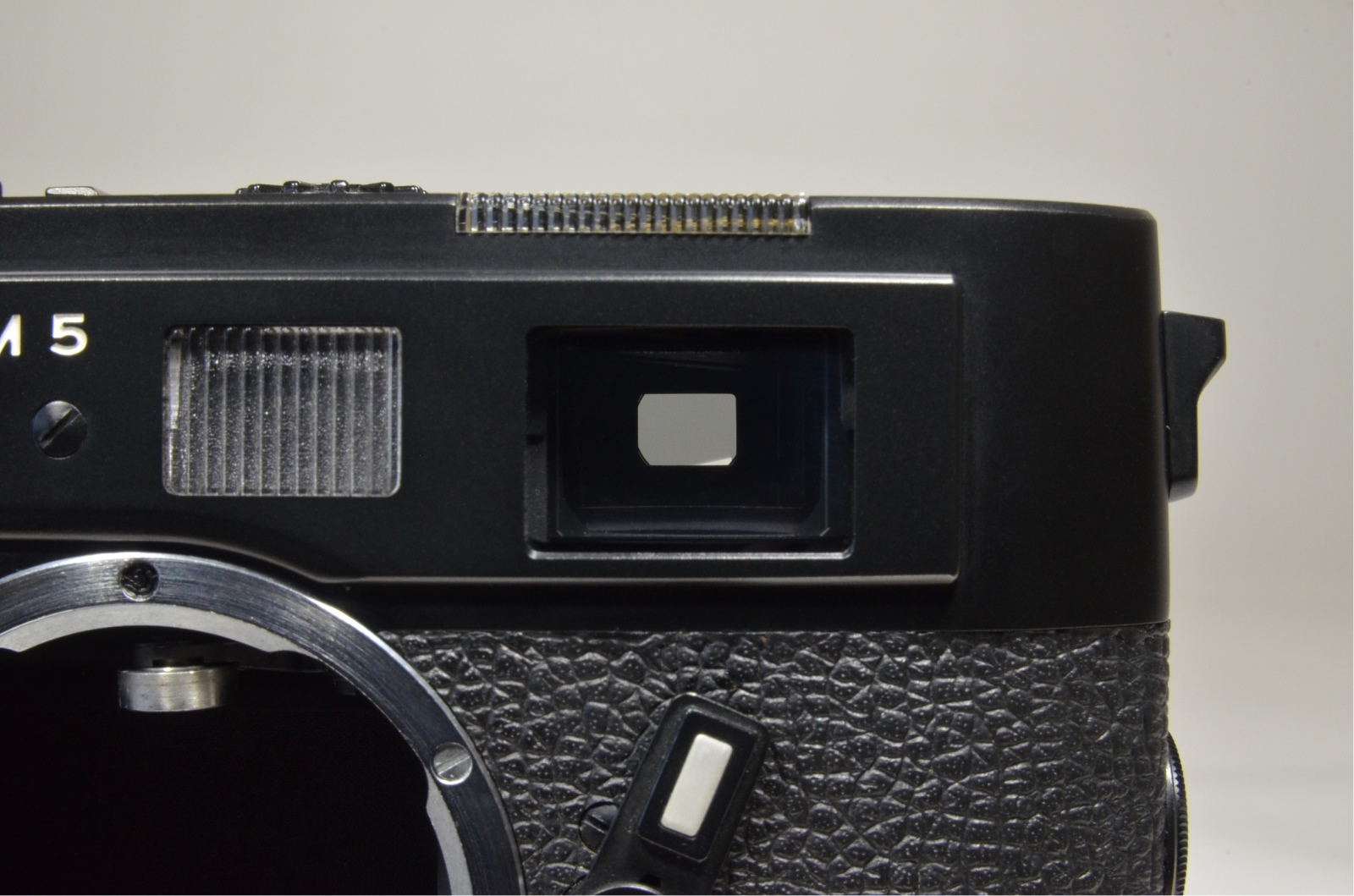 leica m5 black 3 lug serial no.1377846 year 1973 in boxed with strap