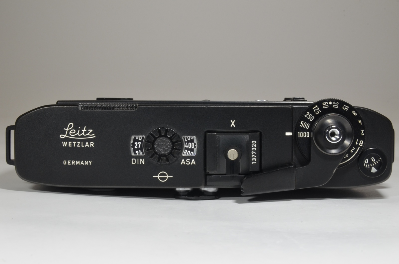 leica m5 black 3 lug serial no.1377320 year 1973 from japan