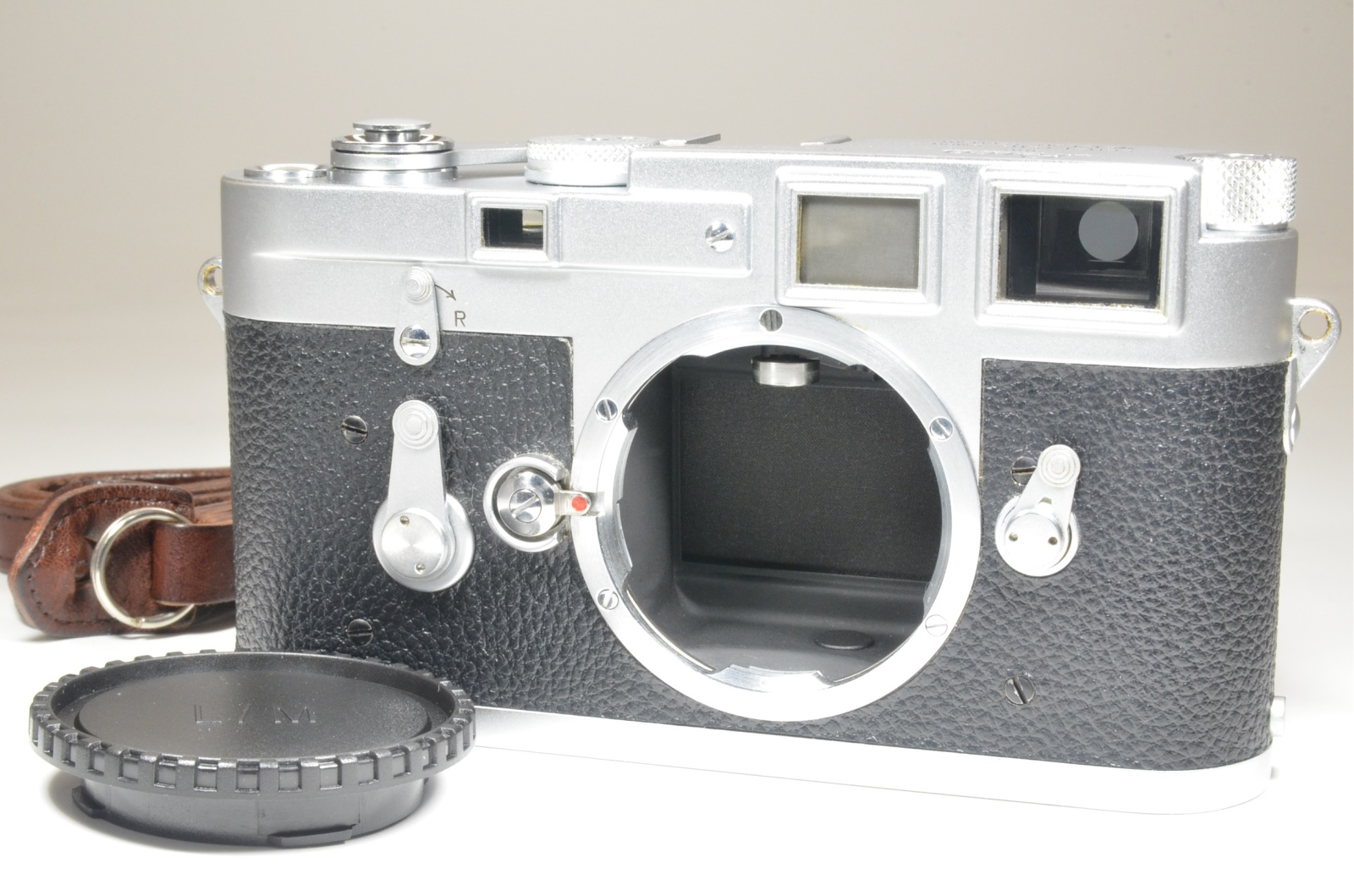 leica m3 double stroke s/n 865429 year 1957 with leather strap