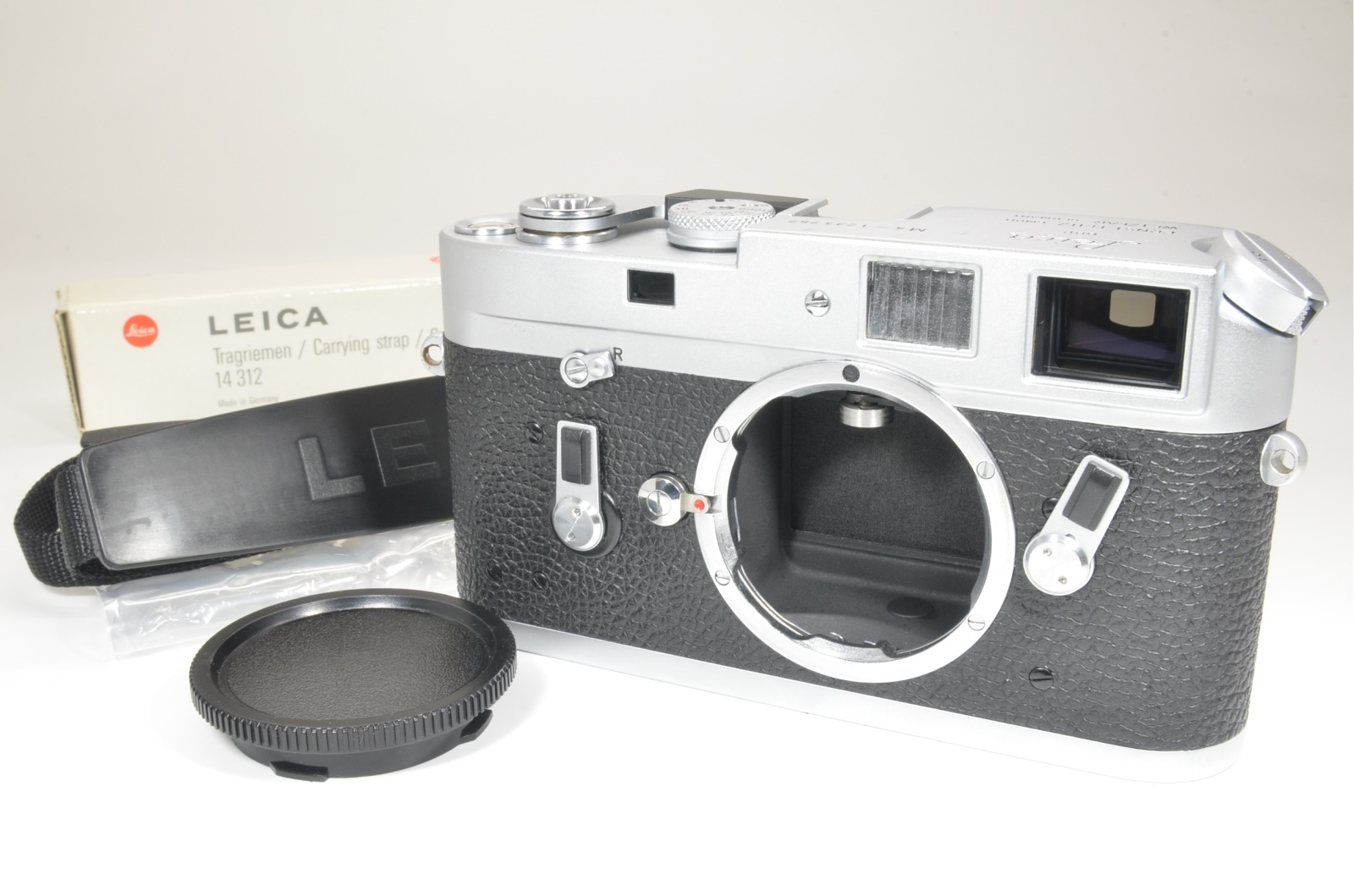 leica m4 rangefinder film camera s/n 1233757 year 1969 cla'd recently