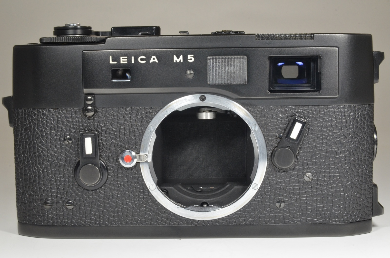 leica m5 black 3 lug serial no.1377108 year 1973 with l seal