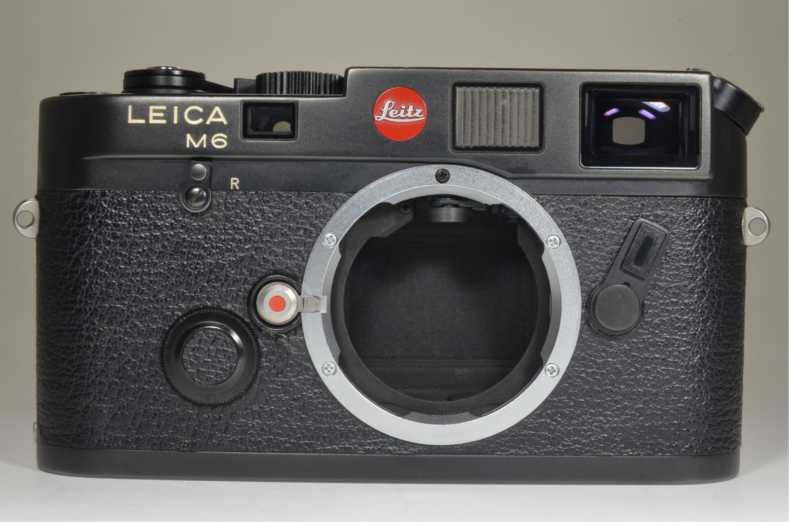 leica m6 0.72 black rangefinder no.1658937 year 1984 the camera cla'd recently