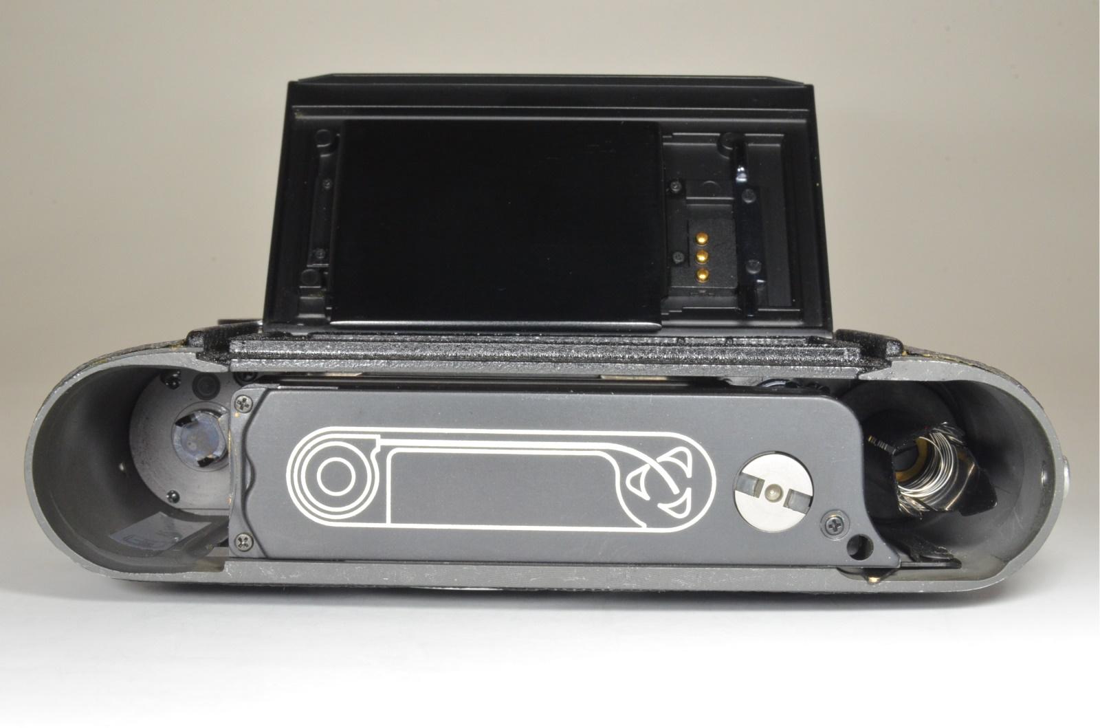 leica m6 0.72 black rangefinder no.1658937 year 1984 the camera cla'd recently