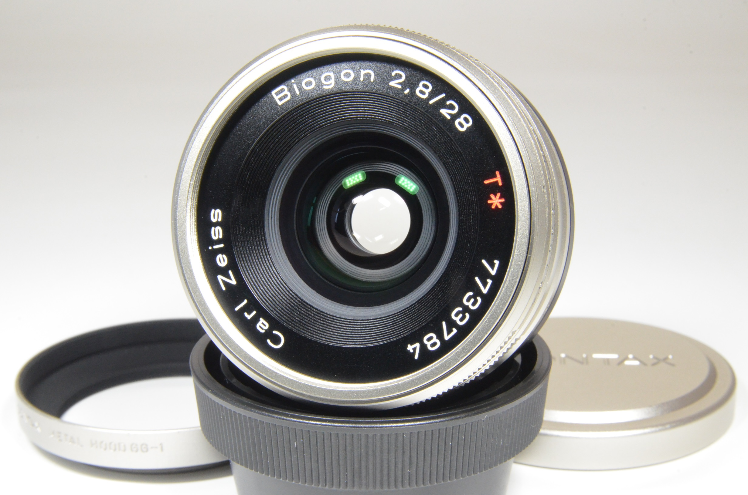 contax carl zeiss t* biogon 28mm f2.8 with lens hood