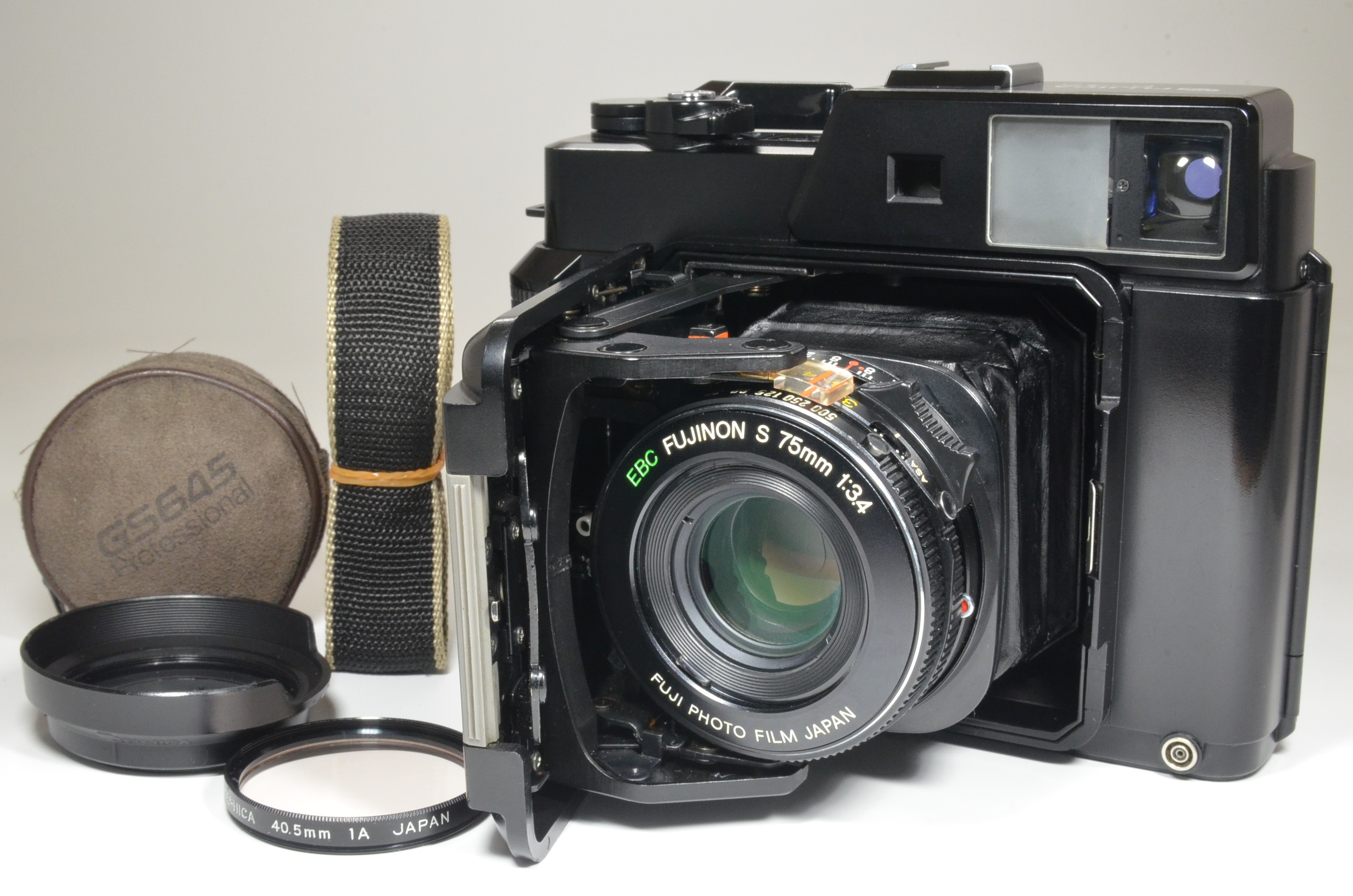 fujifilm fujica gs645 camera 75mm f3.4 with lens hood