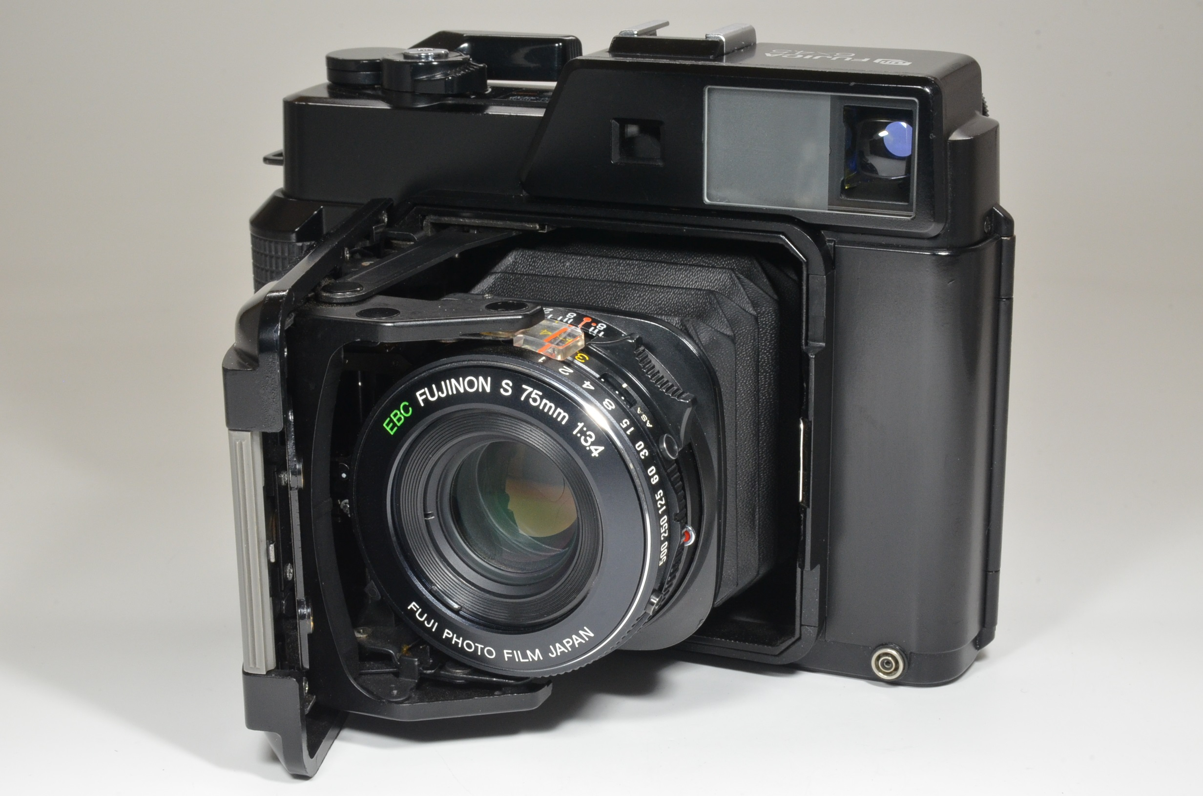 fujifilm fujica gs645 film camera 75mm f3.4