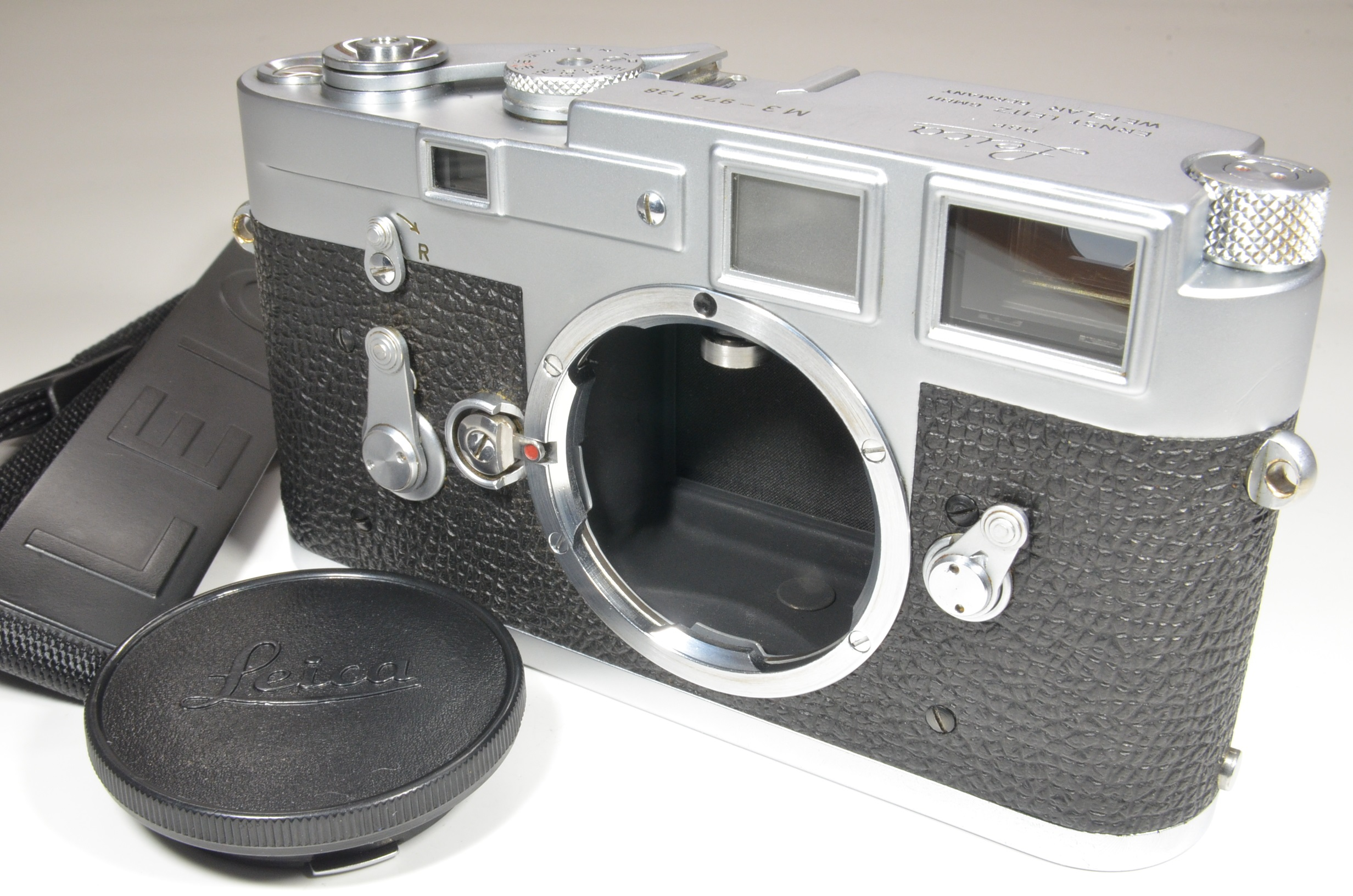leica m3 single stroke year 1959 rangefinder s/n 978138 with strap