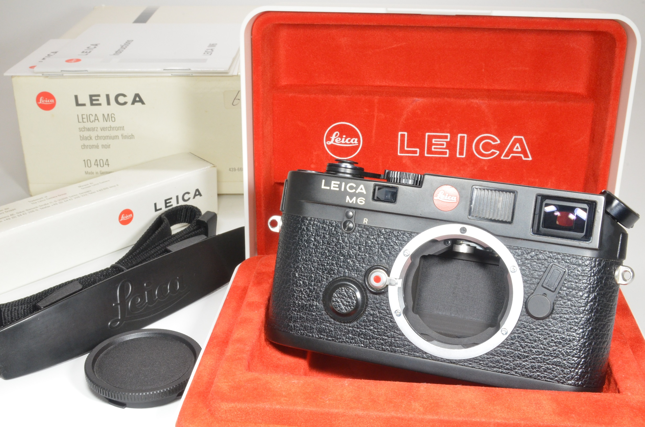 leica m6 0.72 black rangefinder serial no.2415292 year 1997 in boxed
