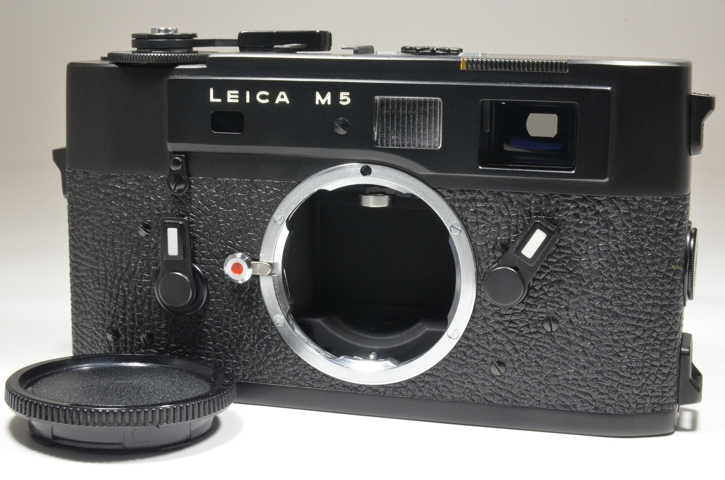 leica m5 black 3 lug serial no.1377320 year 1973