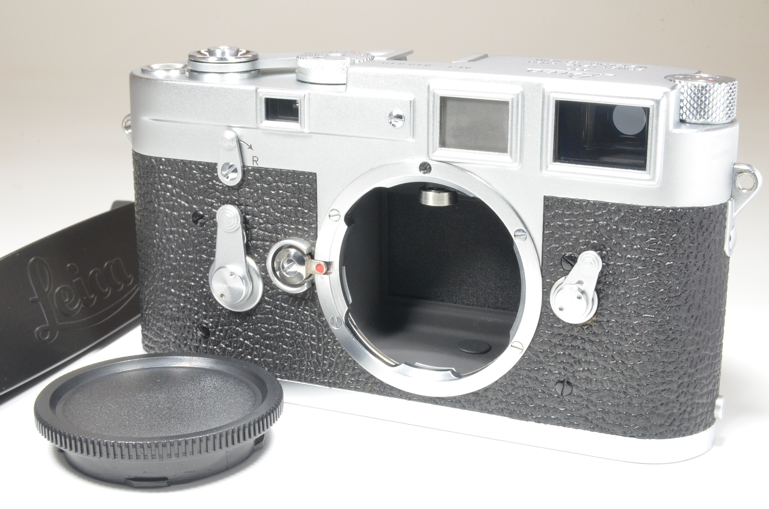 leica m3 double stroke s/n 918819 year 1958 with strap