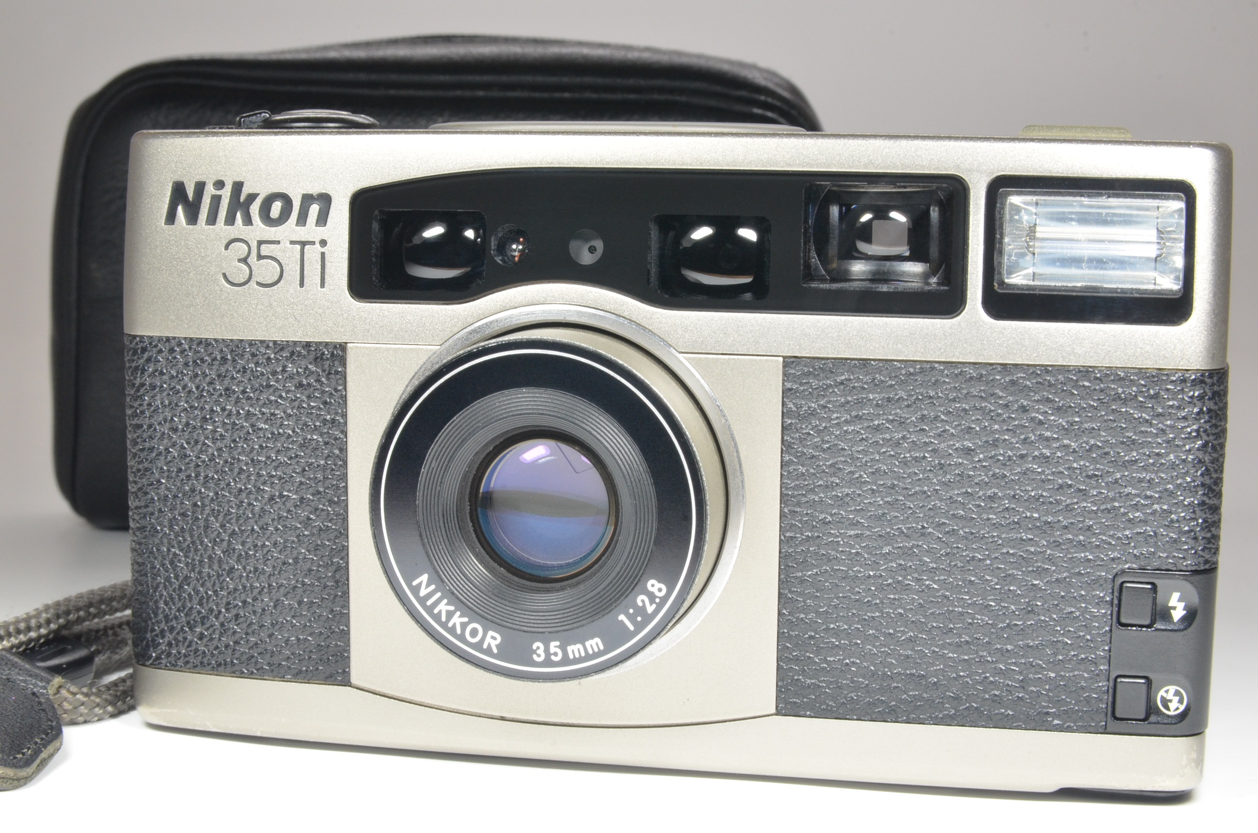 nikon 35ti point & shoot 35mm film camera 35mm f2.8   excelent++