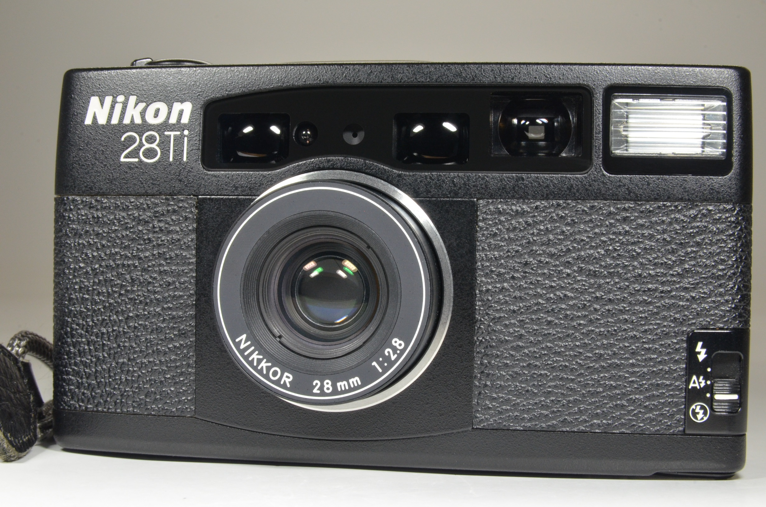nikon 28ti point & shoot 35mm film camera lens 28mm f2.8