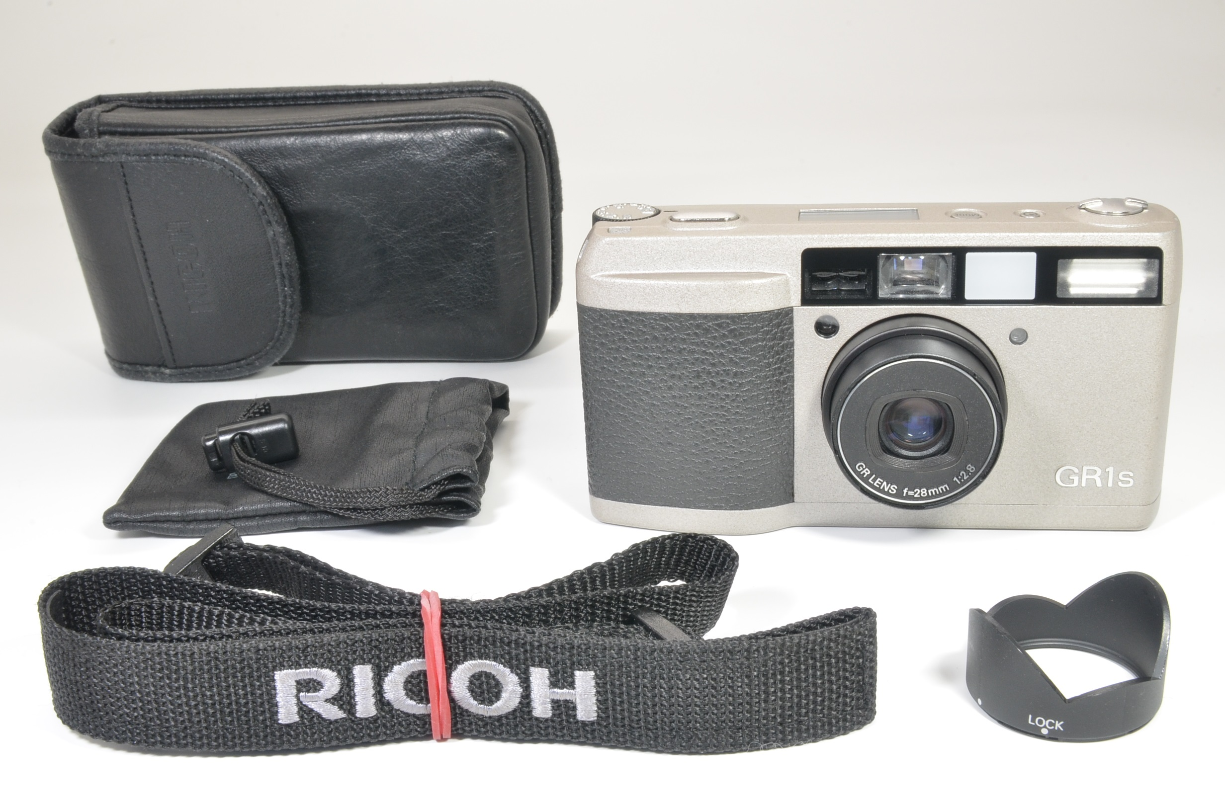 ricoh gr1s date silver 28mm f2.8 p&s film camera  shooting tested