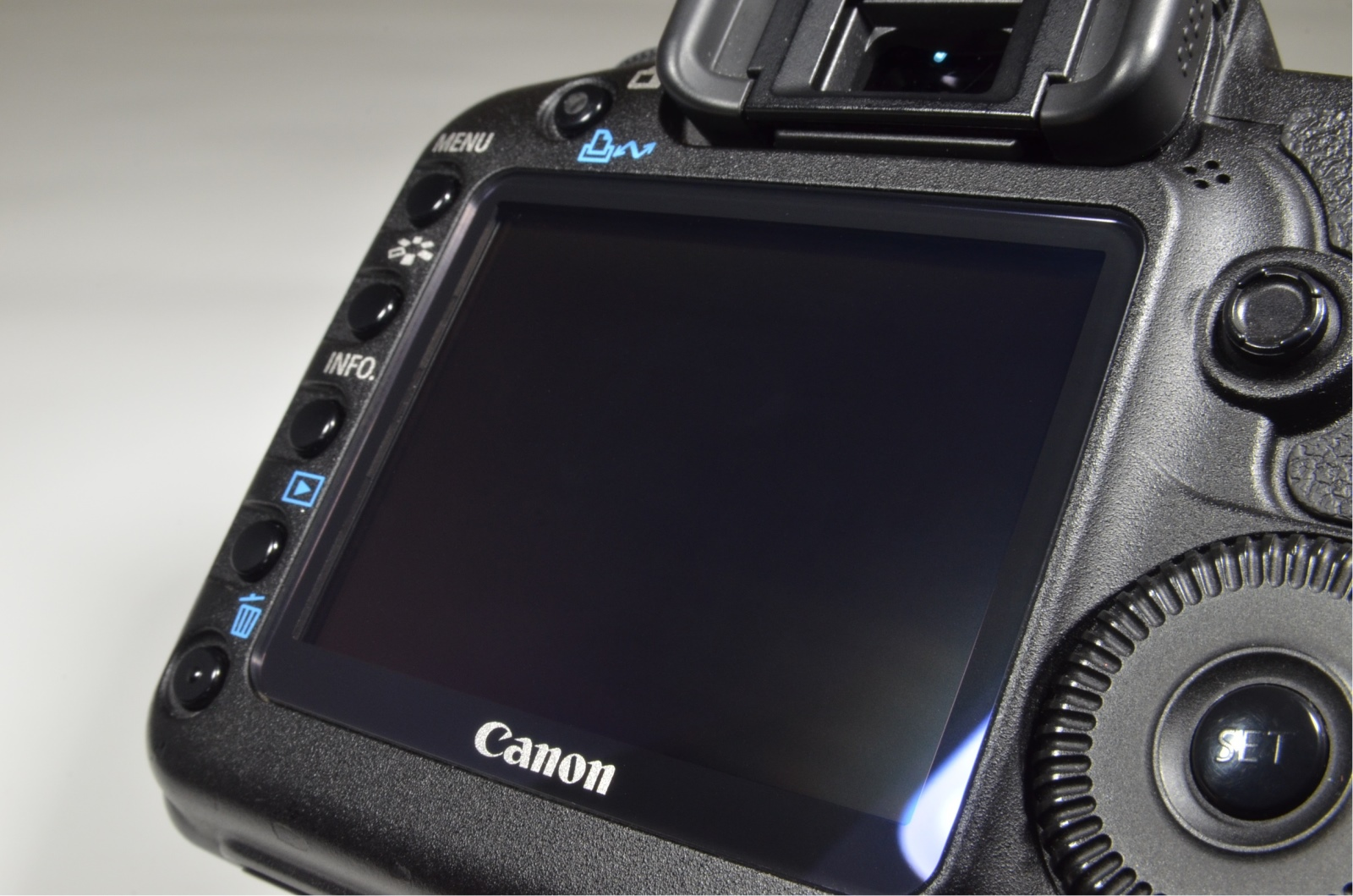canon eos 5d mark ii with ef 28-135mm f3.5-5.6 is usm