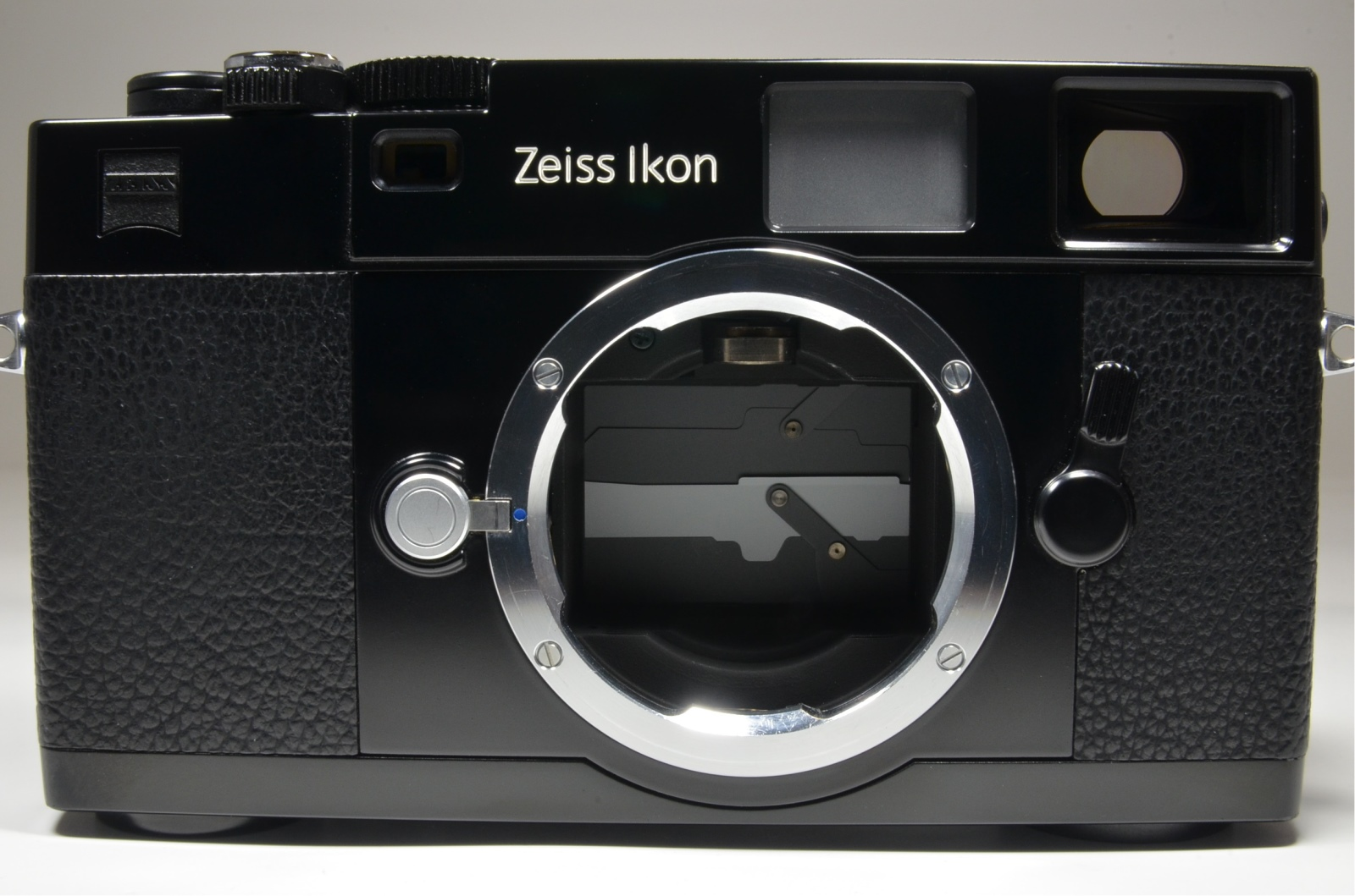 zeiss ikon zm 35mm rangefinder film camera in black with strap