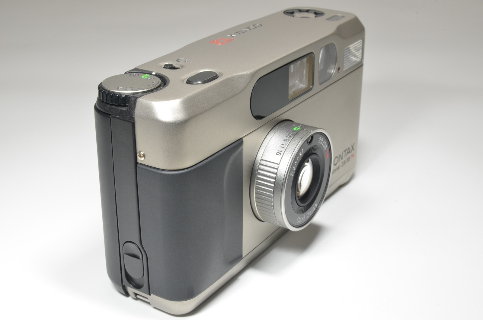 contax t2 point & shoot 35mm film camera from japan