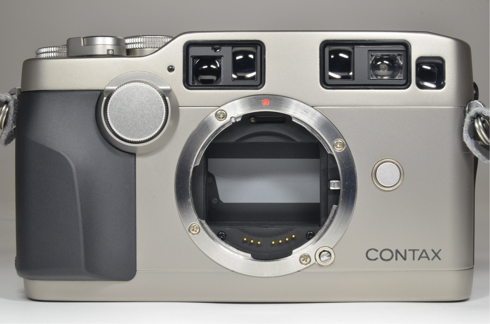 contax g2 camera with planar 45mm f2, biogon 28mm f2.8, sonnar 90mm f2.8, tla200