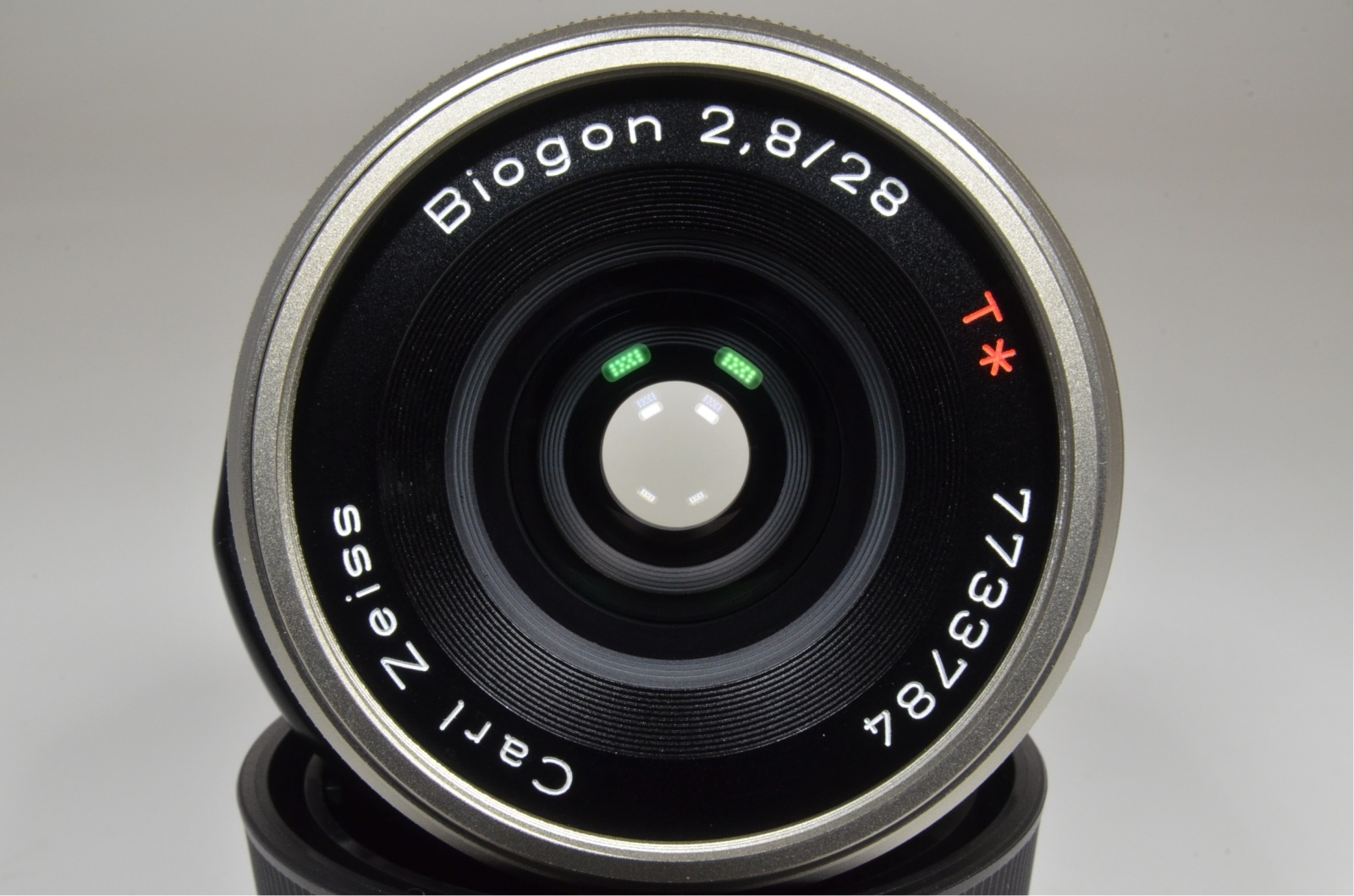 contax carl zeiss t* biogon 28mm f2.8 with lens hood from japan