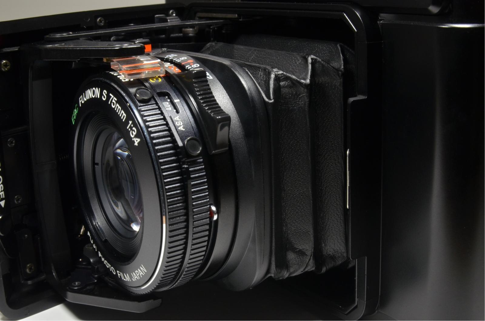 fujifilm fujica gs645 medium format film camera 75mm f3.4