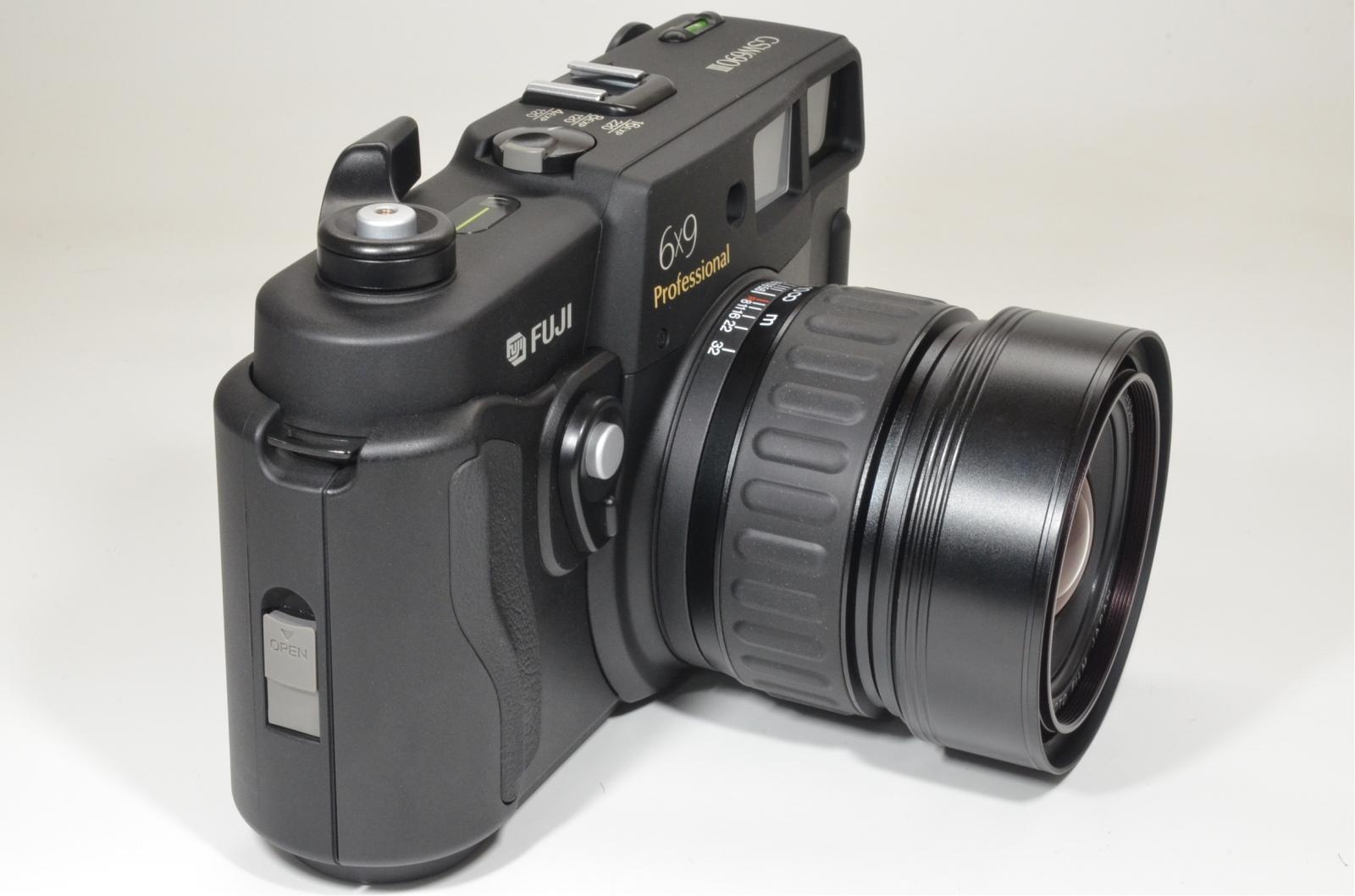 fuji fujifilm gsw690iii 65mm f5.6 count '060' medium format camera