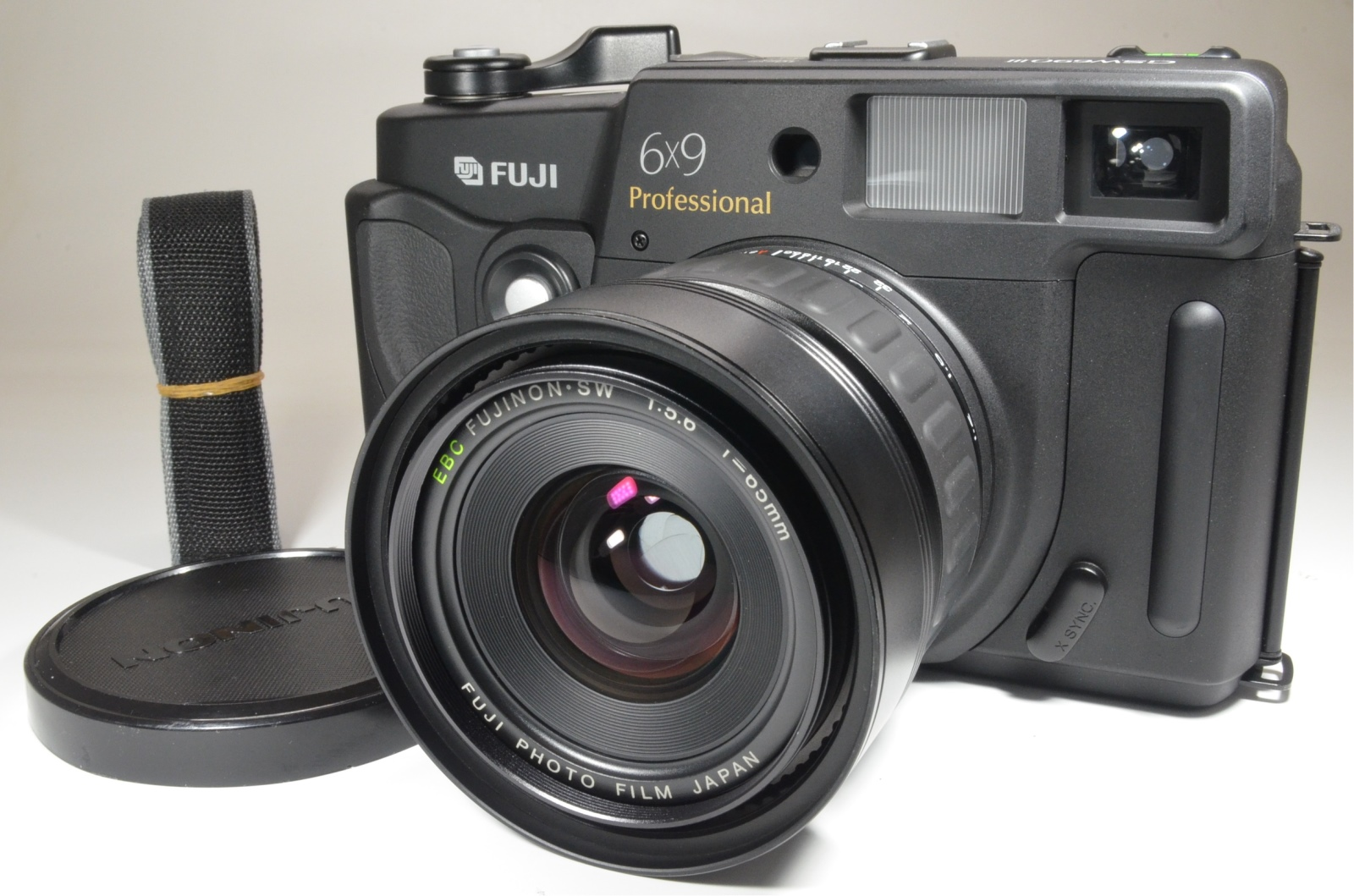 fuji fujifilm gsw690iii 65mm f5.6 count '015' medium format camera