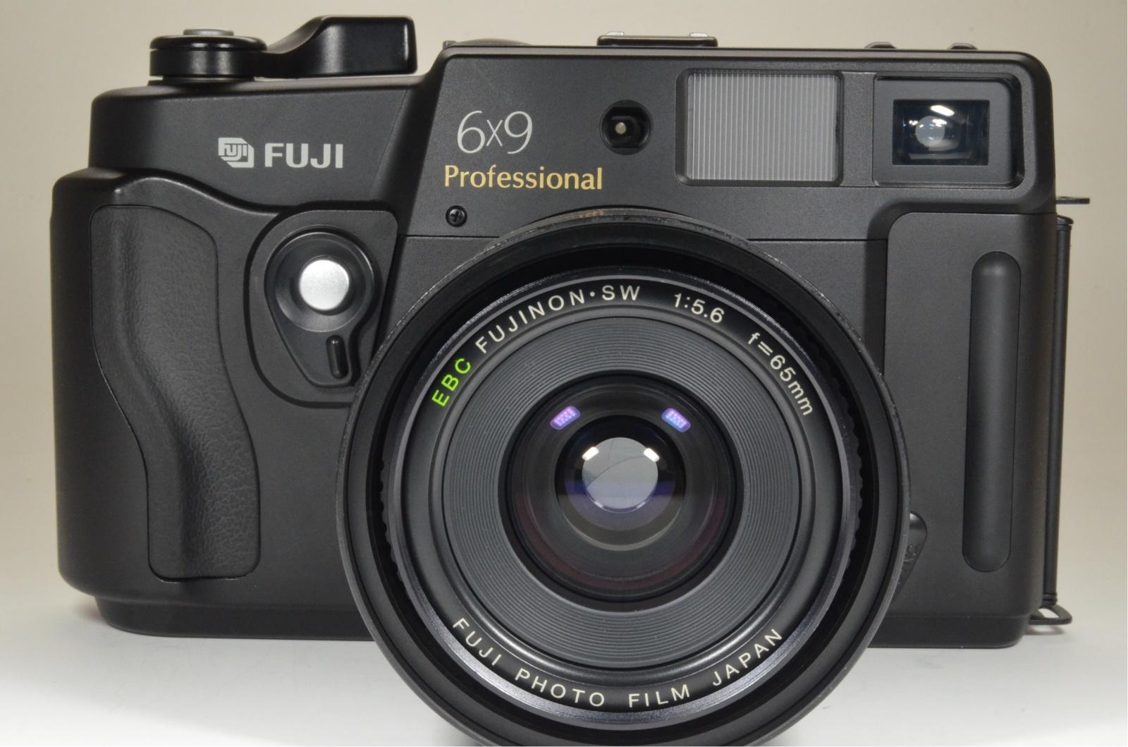 fuji fujifilm gsw690iii 65mm f5.6 count '032' medium format camera