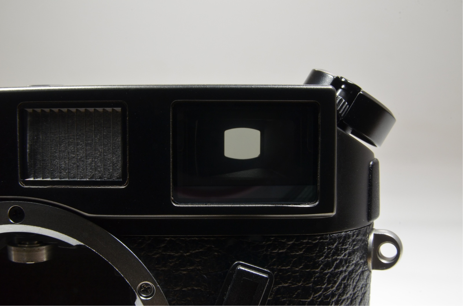 leica m6 black body in boxed 35mm rangefinder s/n 2414003 with strap