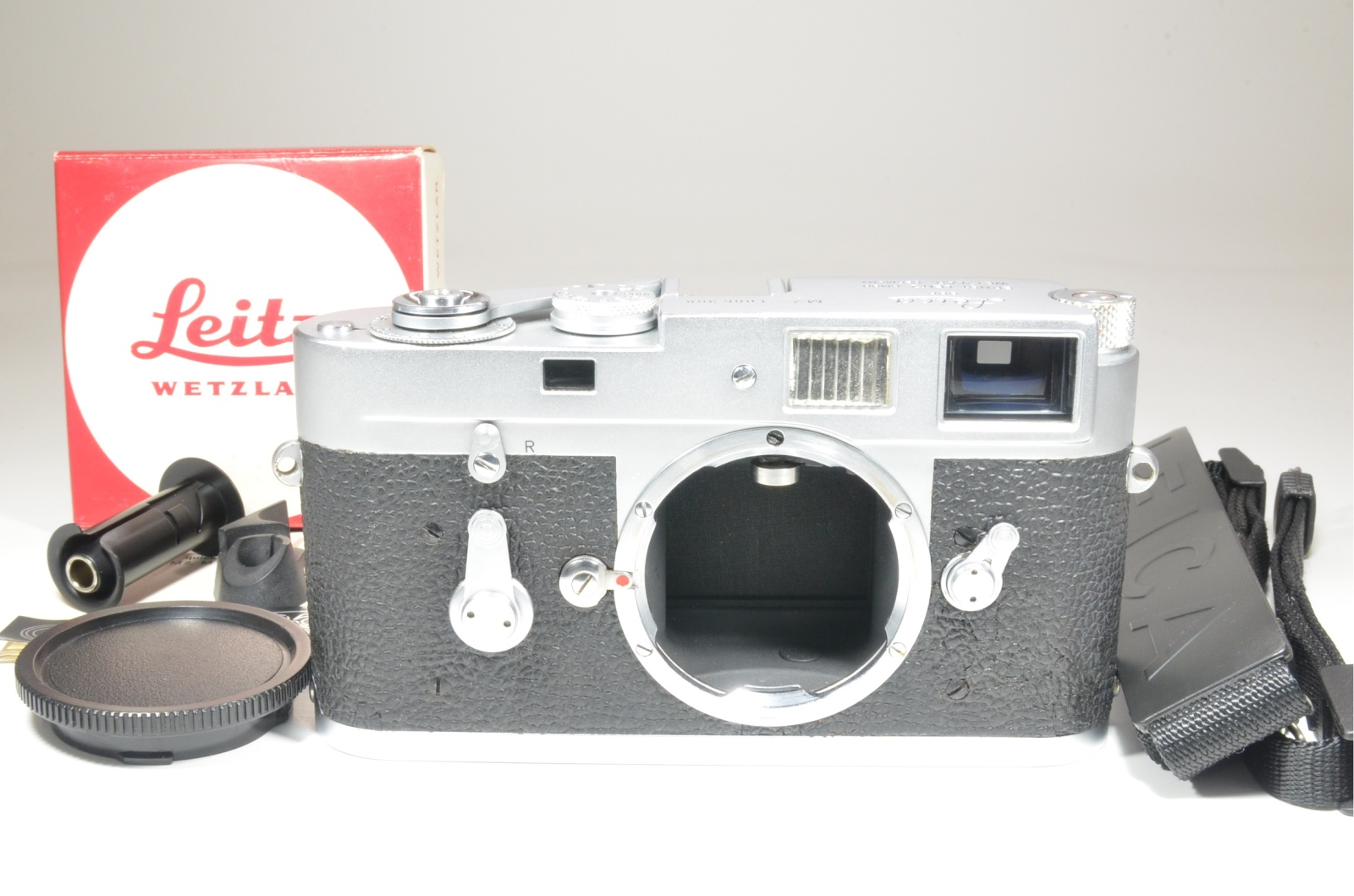 leica m2 self timer with quick load kit s/n 1006908 year 1960