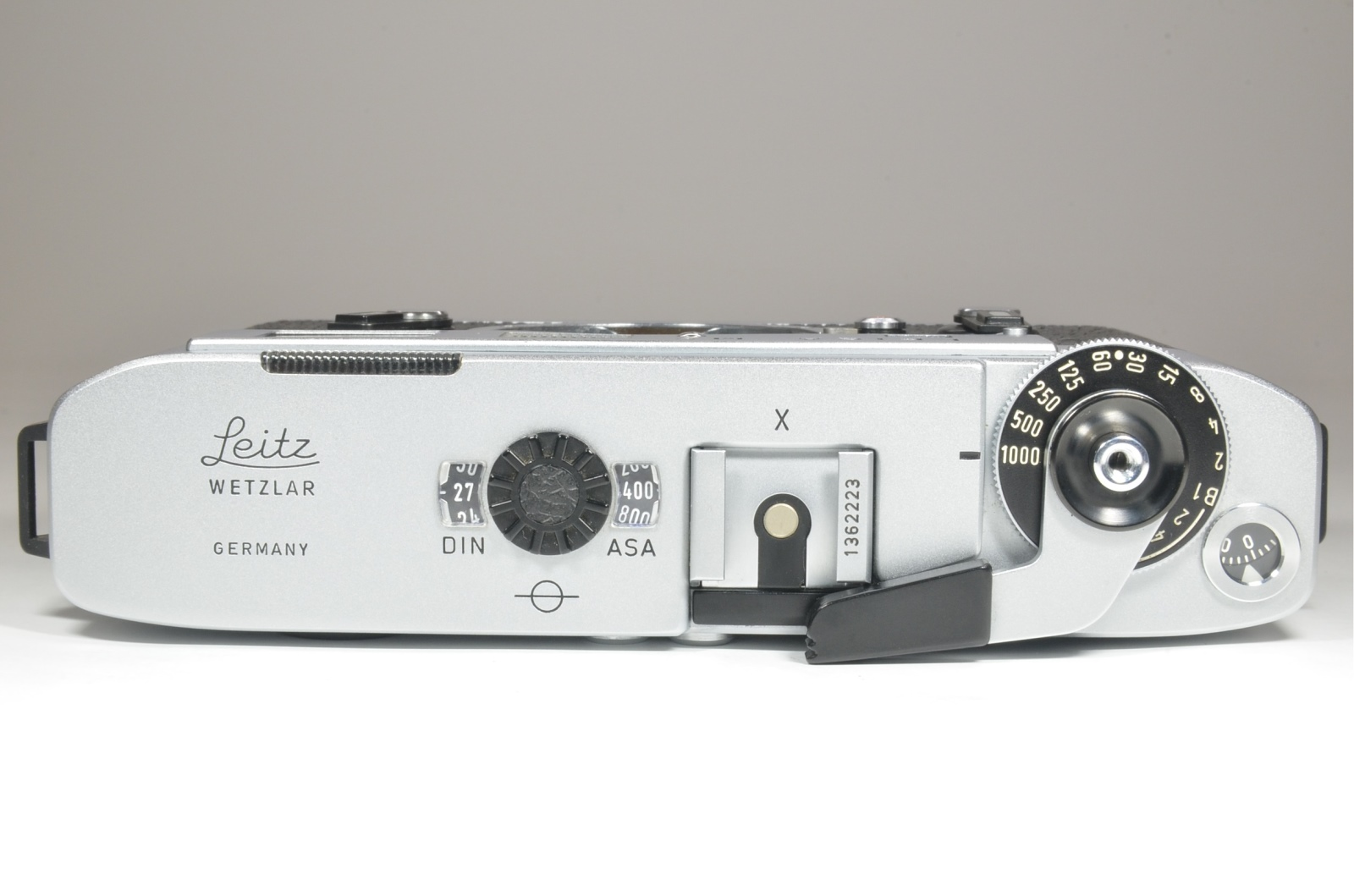 leica m5 chrome 3 lug year 1973 rangefinder camera with half case