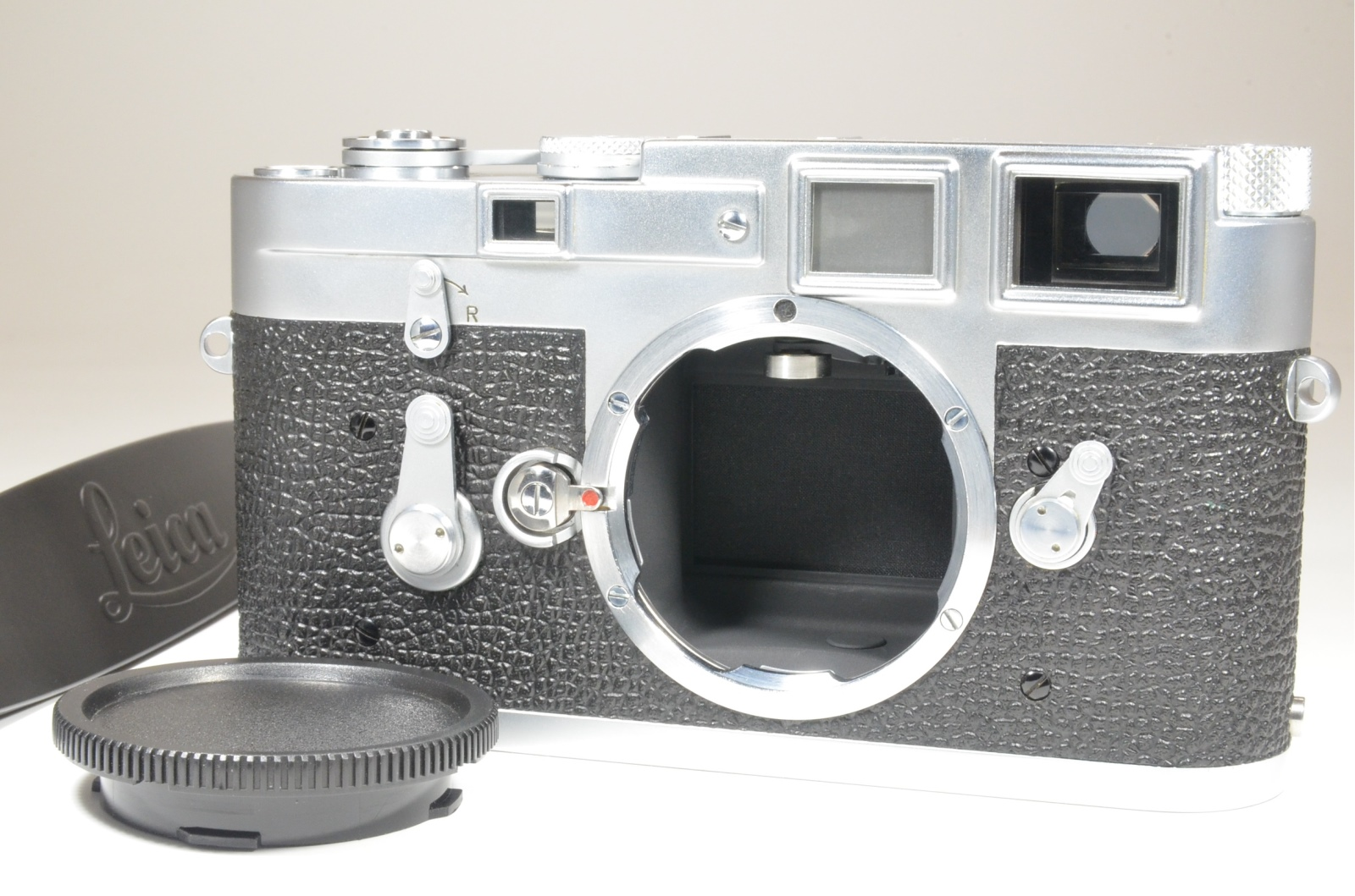 leica m3 single stroke s/n 972741 year 1959 with strap
