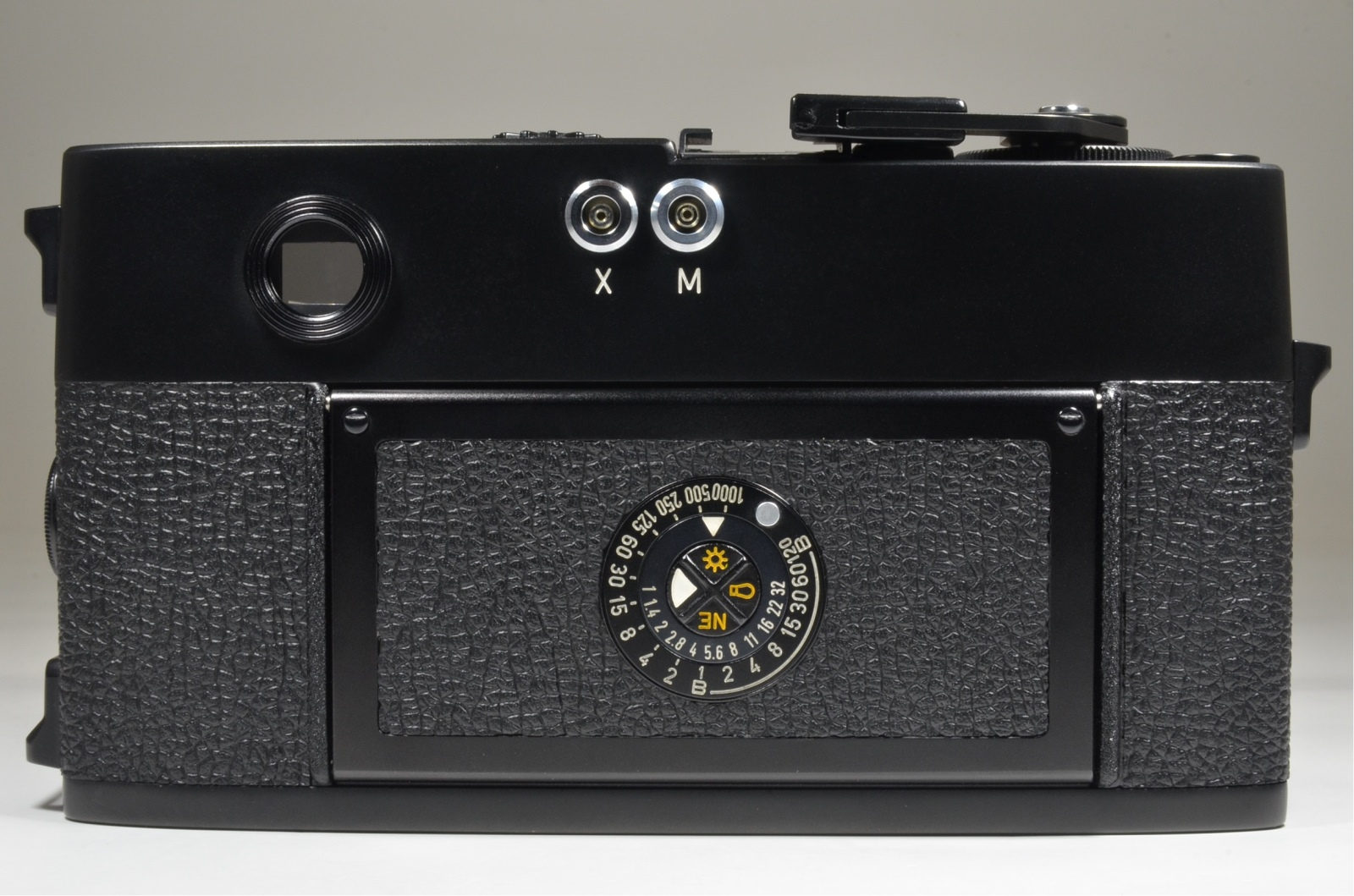 leica m5 black 3 lug serial no.1377872 year 1973 w/ half case